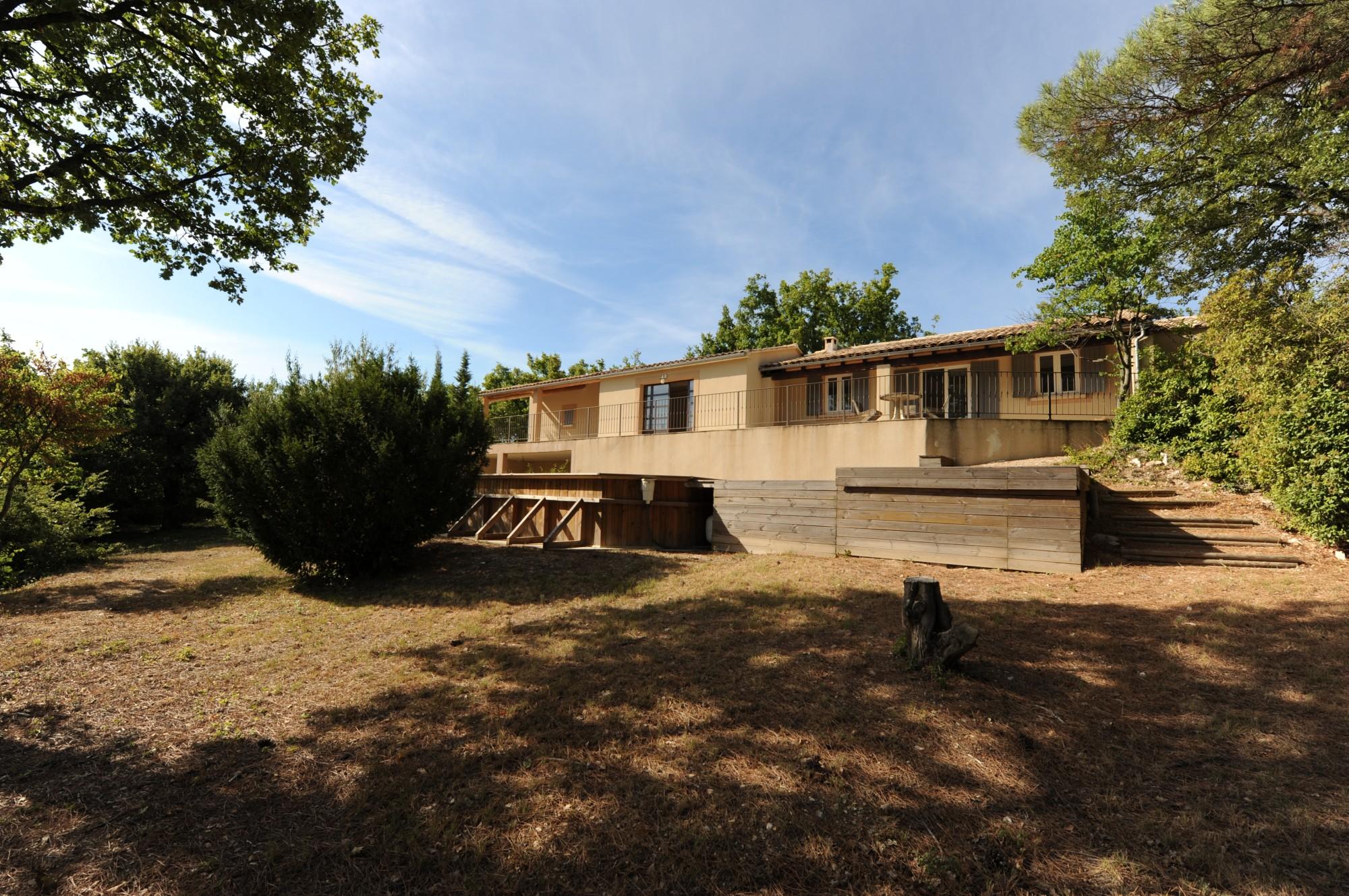 Maison traditionnelle de plain pied à vendre dans le Luberon