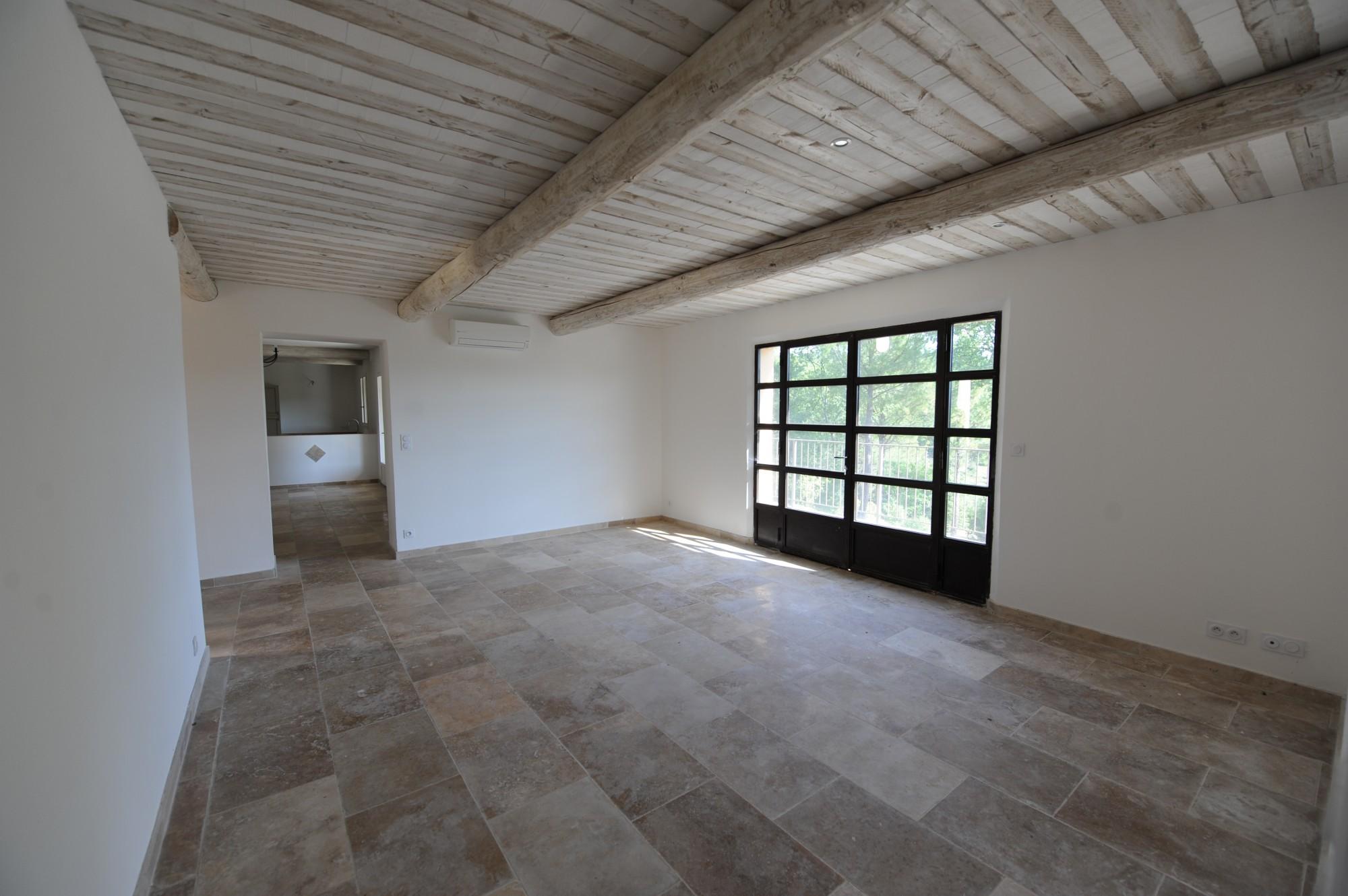 Maison traditionnelle de plain pied à vendre en Provence
