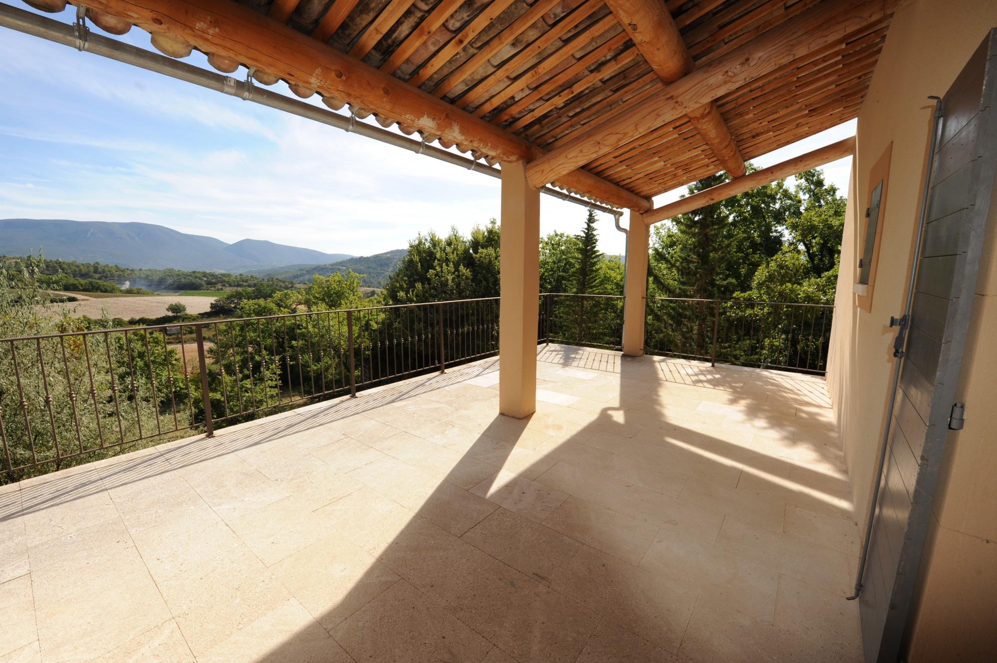 Maison traditionnelle de plain pied avec vue à vendre en Provence