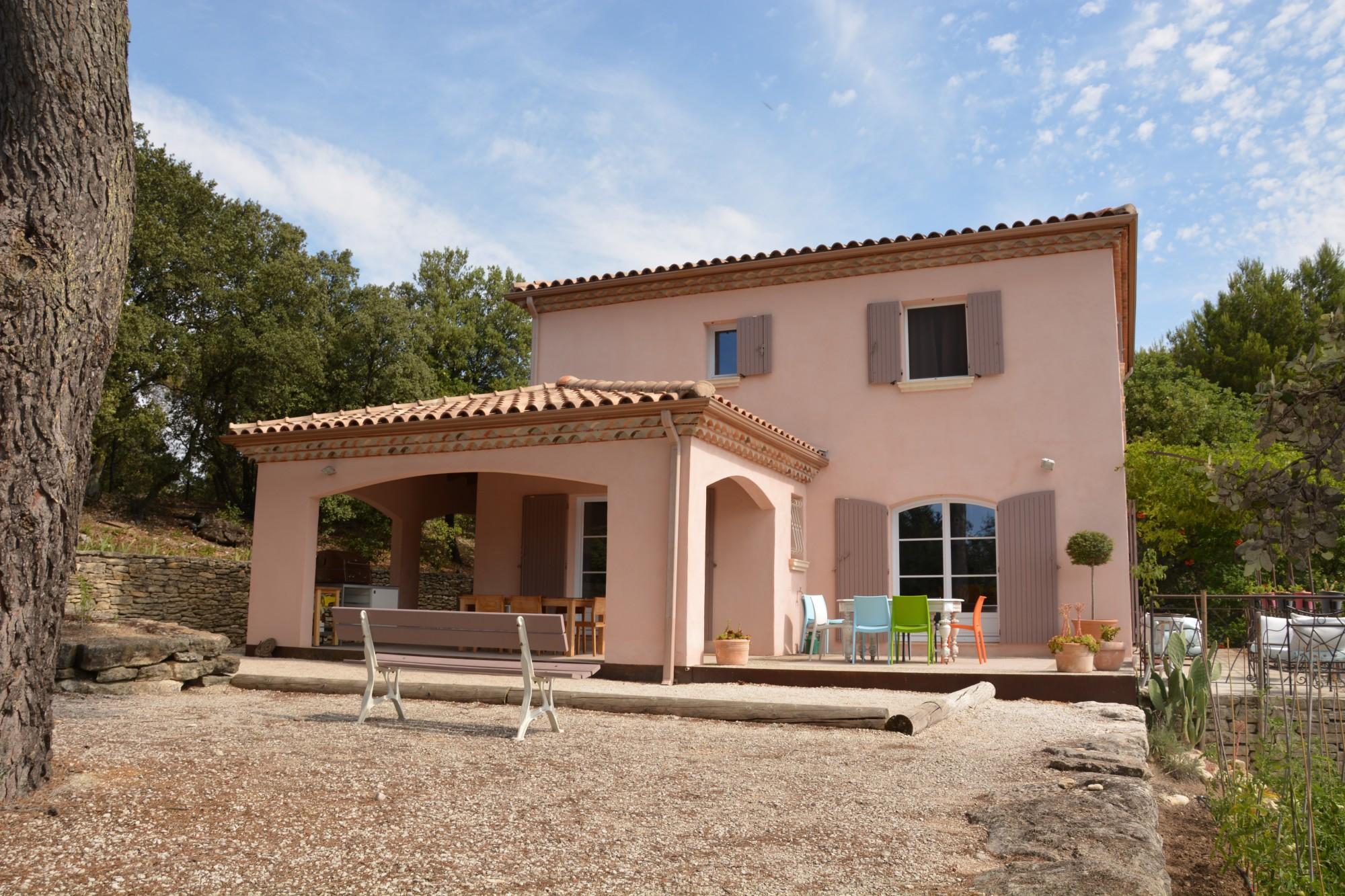 Luberon, belle villa avec piscine sur plus de 3 000 m² de terrain
