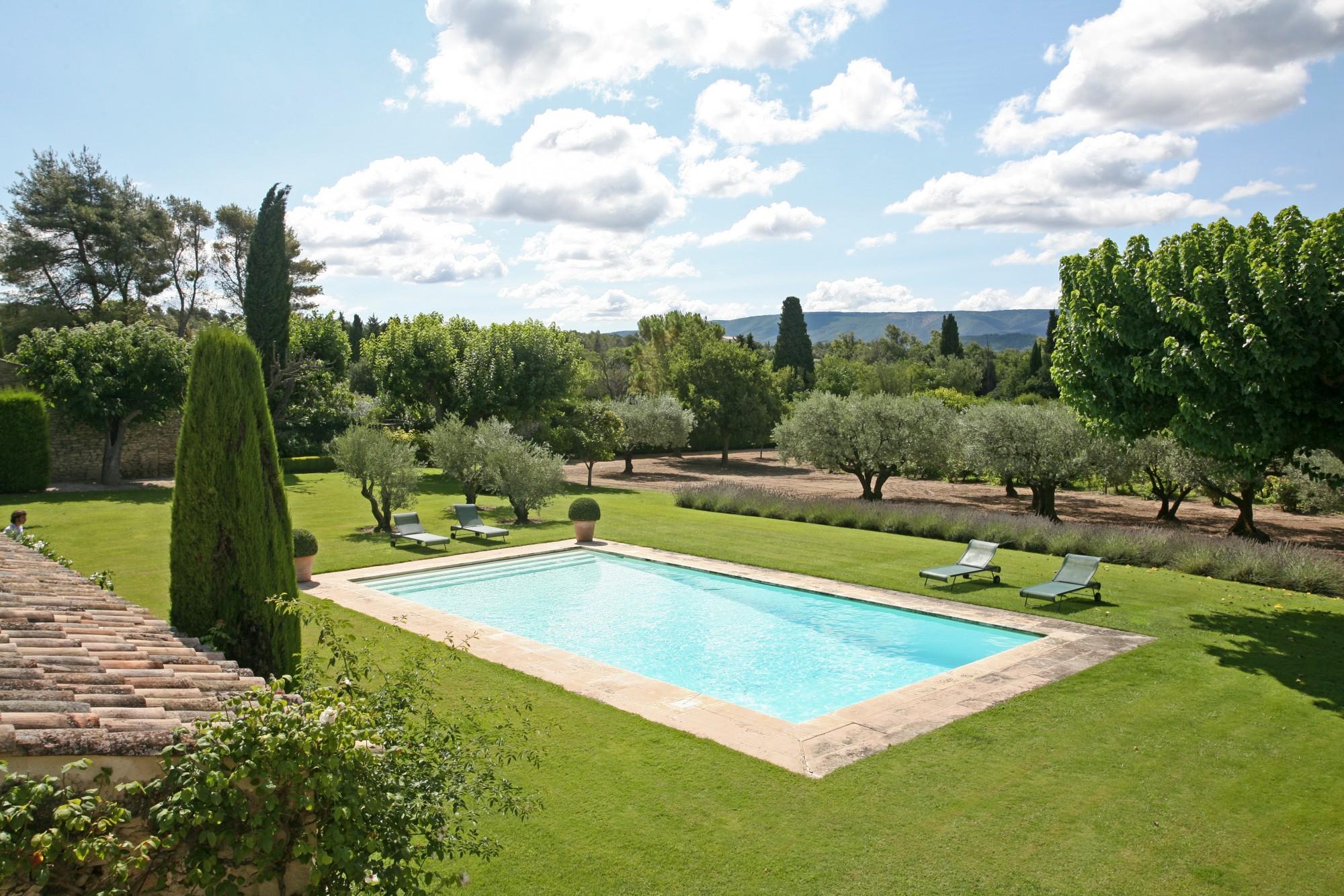 Luberon - Propriété avec piscine et tennis