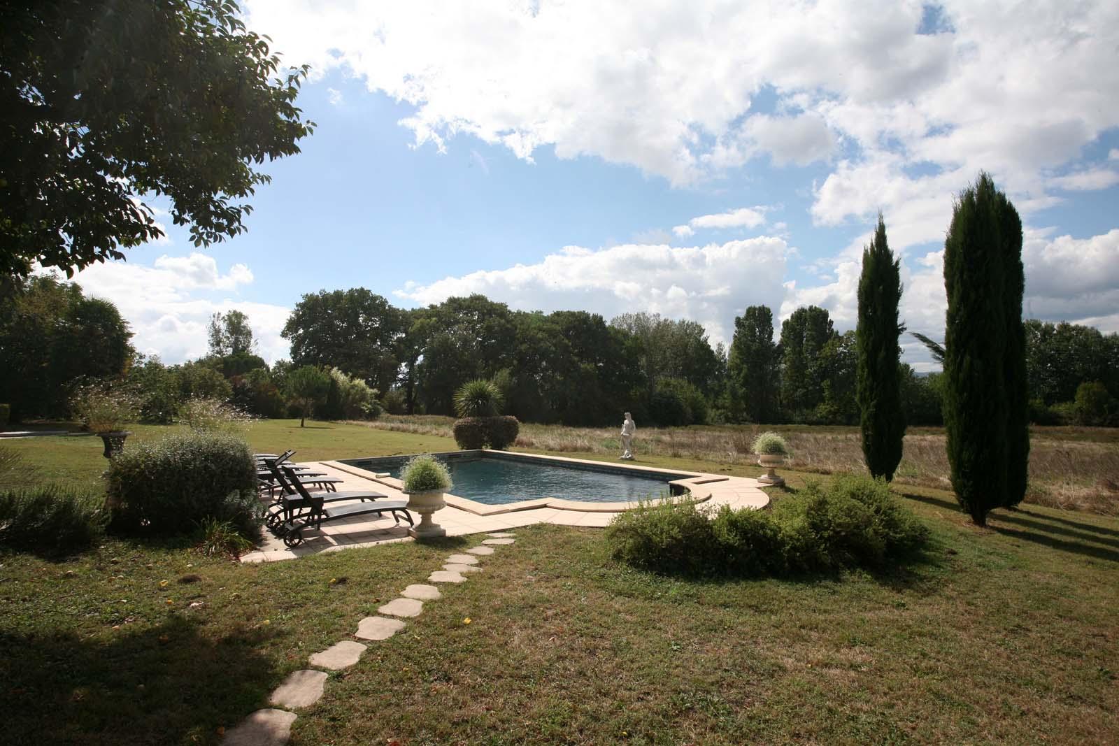 Château du XVIe siècle avec piscine à vendre en Drôme Provençale