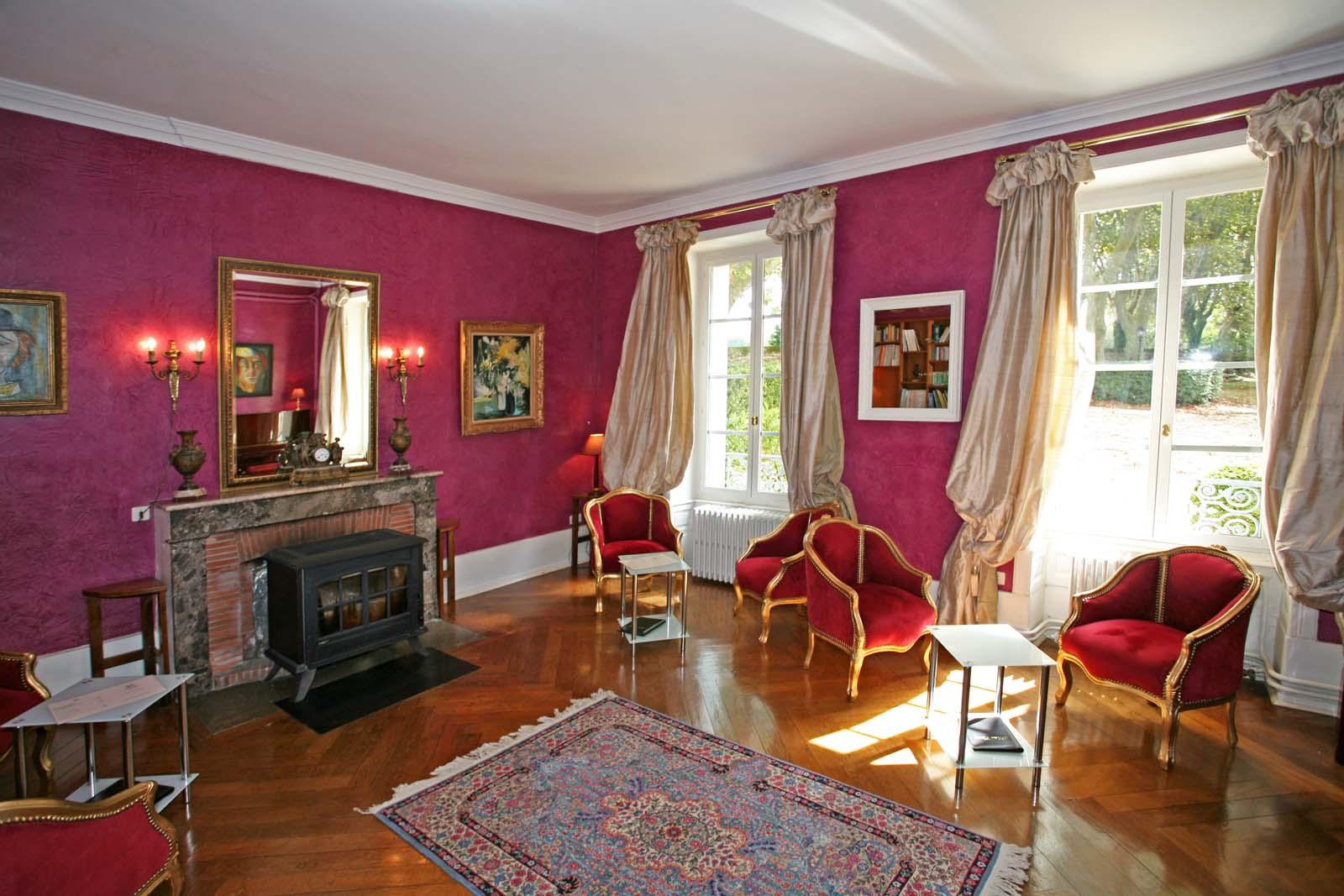 En Drôme provençale, à vendre,  château du XVIe siècle dans un parc de plus de 3,5 hectares