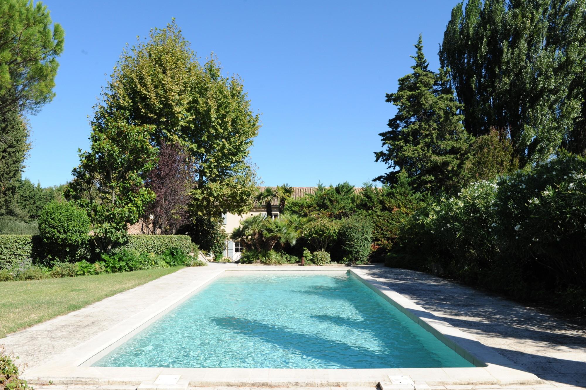 Propriété d'agrément avec piscine à vendre dans les Alpilles