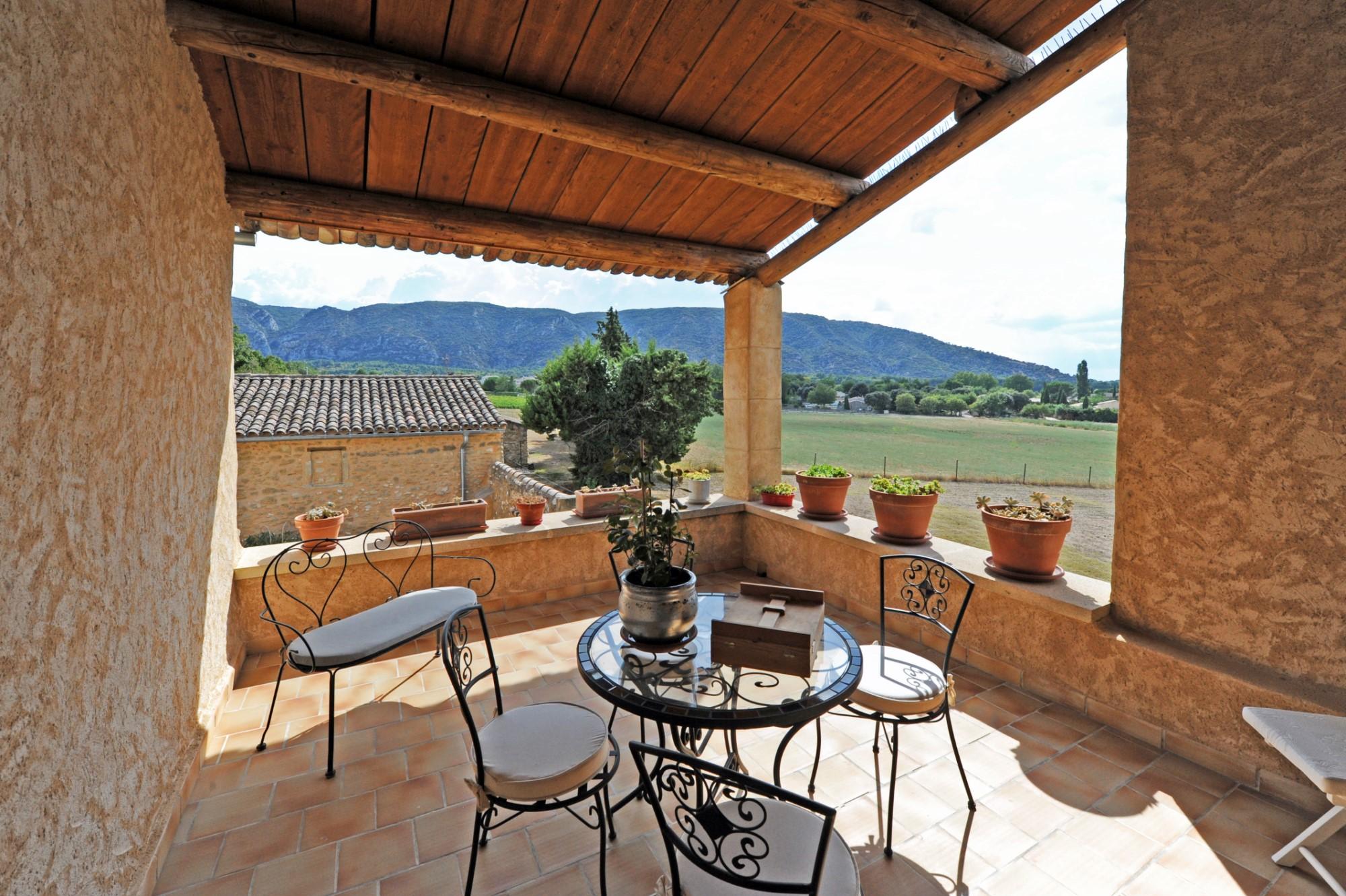 En Luberon, 2 habitations à vendre dont un corps de ferme de 1604 entièrement rénové