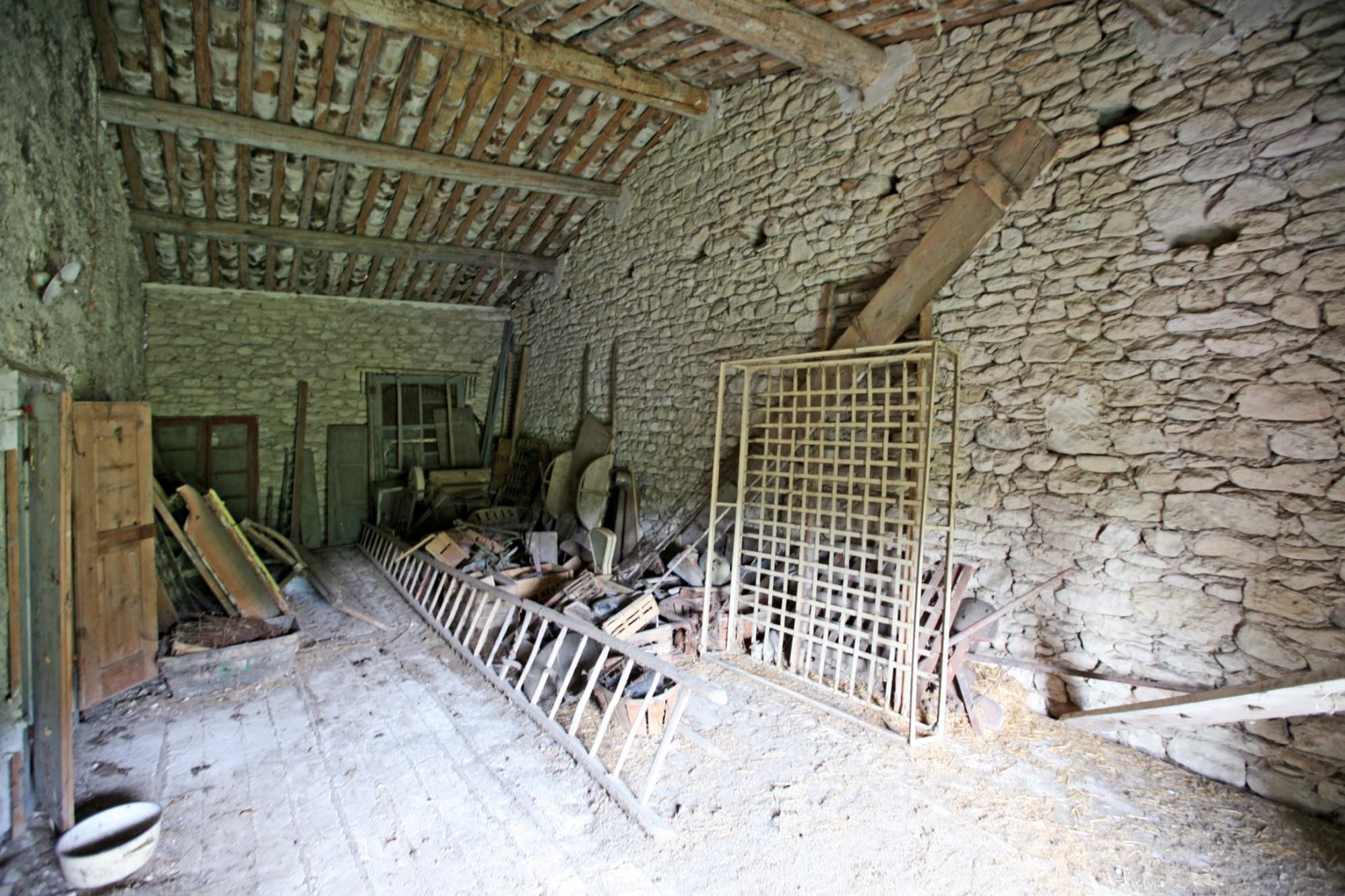 Mas à restaurer à vendre proche de Gordes en Luberon