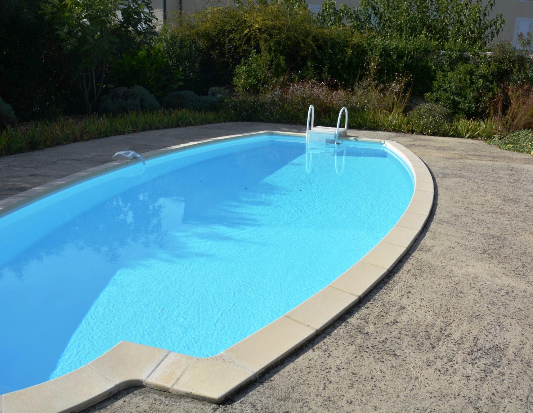 Comtat Vénaissin, maison bourgeoise avec jardin, bassin et piscine à vendre