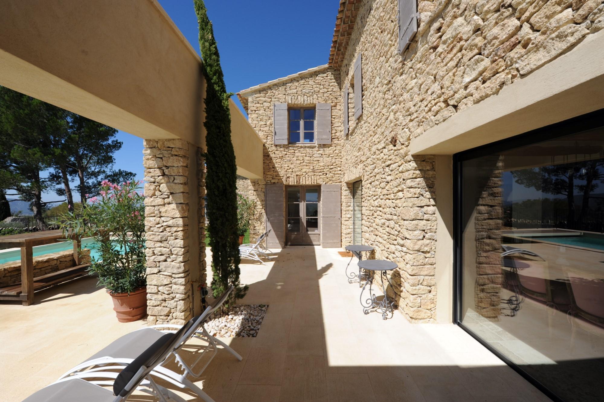Maison rénovée à vendre à Gordes en Luberon
