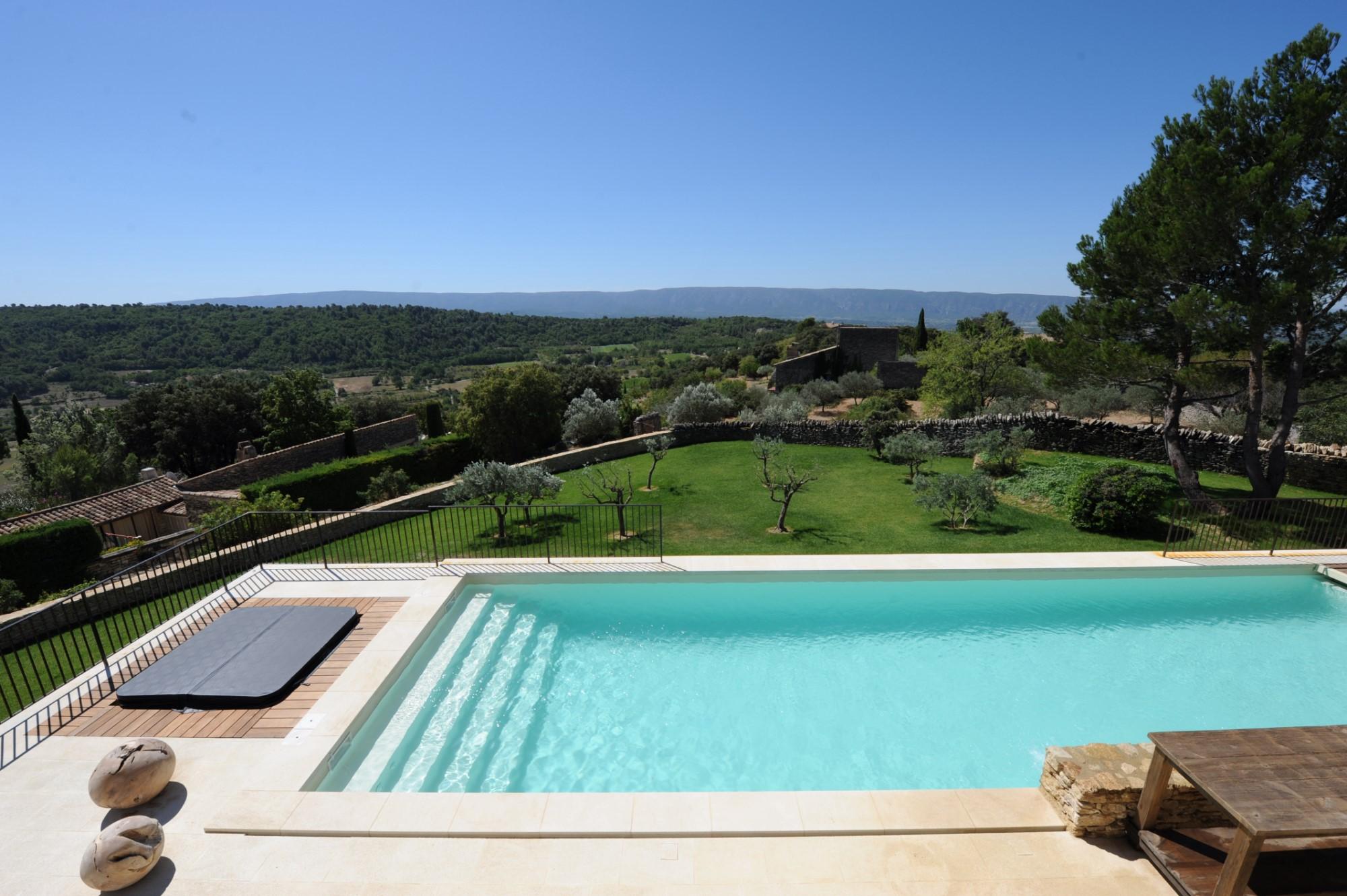 Maison rénovée avec piscine à vendre à Gordes