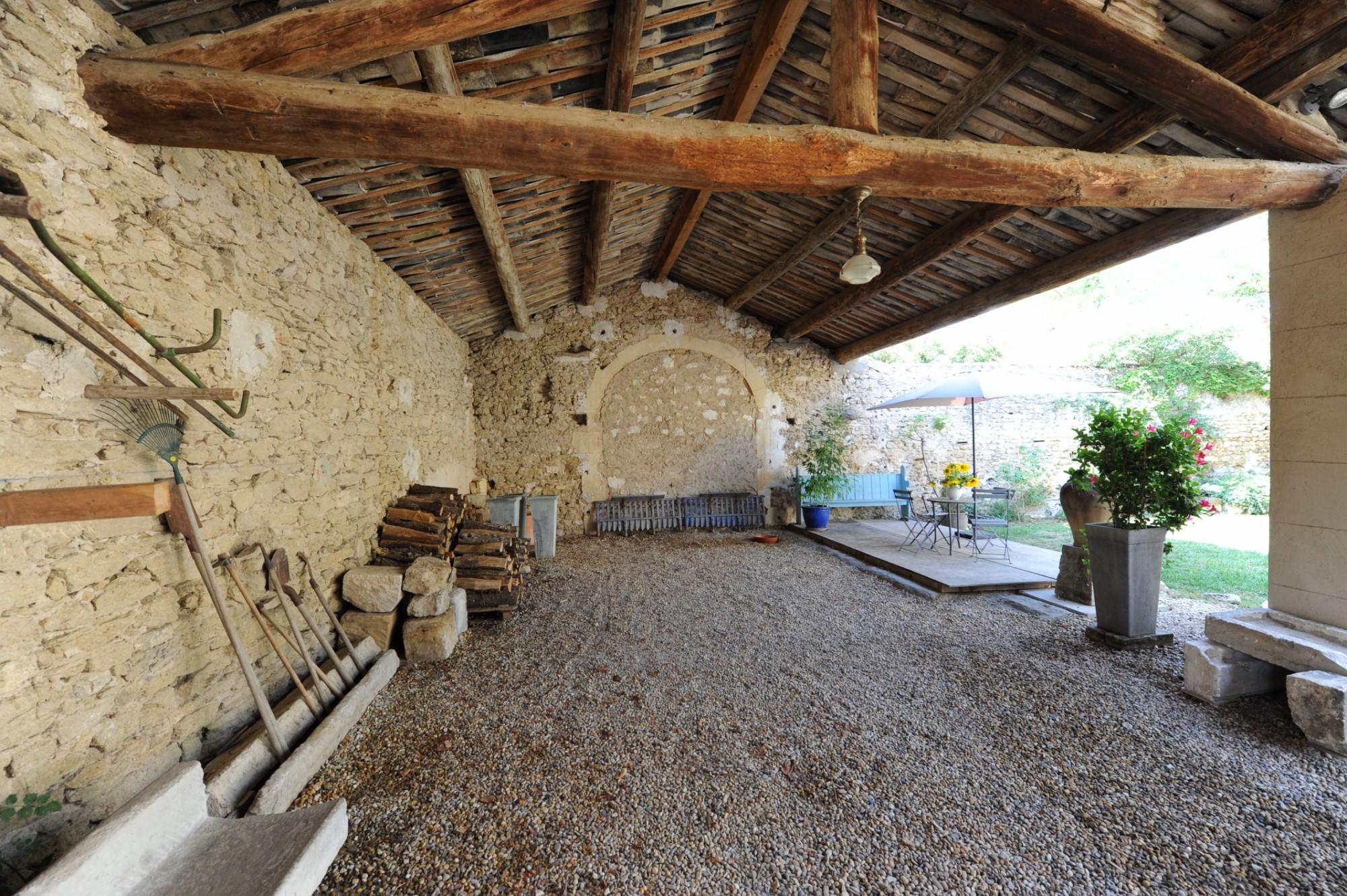 Authentique mas du XVIIIème siècle rénové avec goût à vendre en Luberon