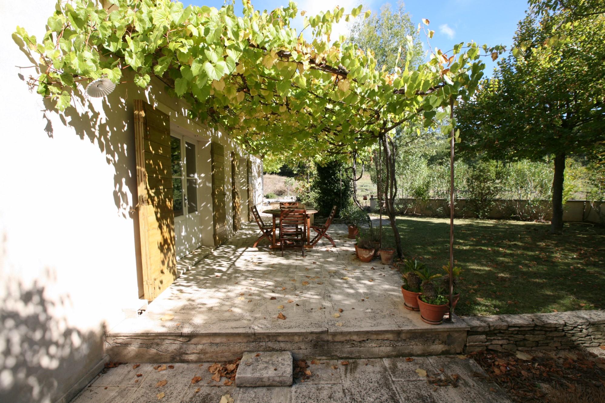 Comtat Venaissin, beau mas restauré à la vente sur un terrain de 4000 m² avec piscine