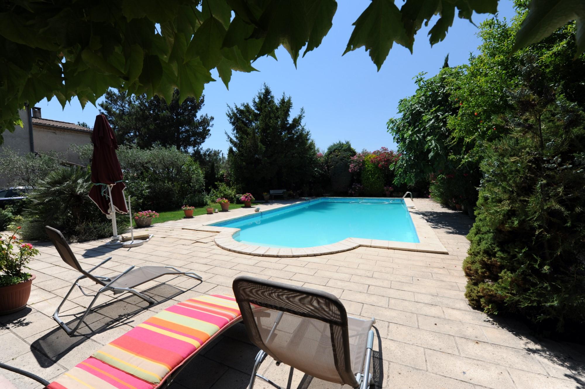 Mas et dépendances avec jardin et piscine à vendre à Pernes-les-Fontaines