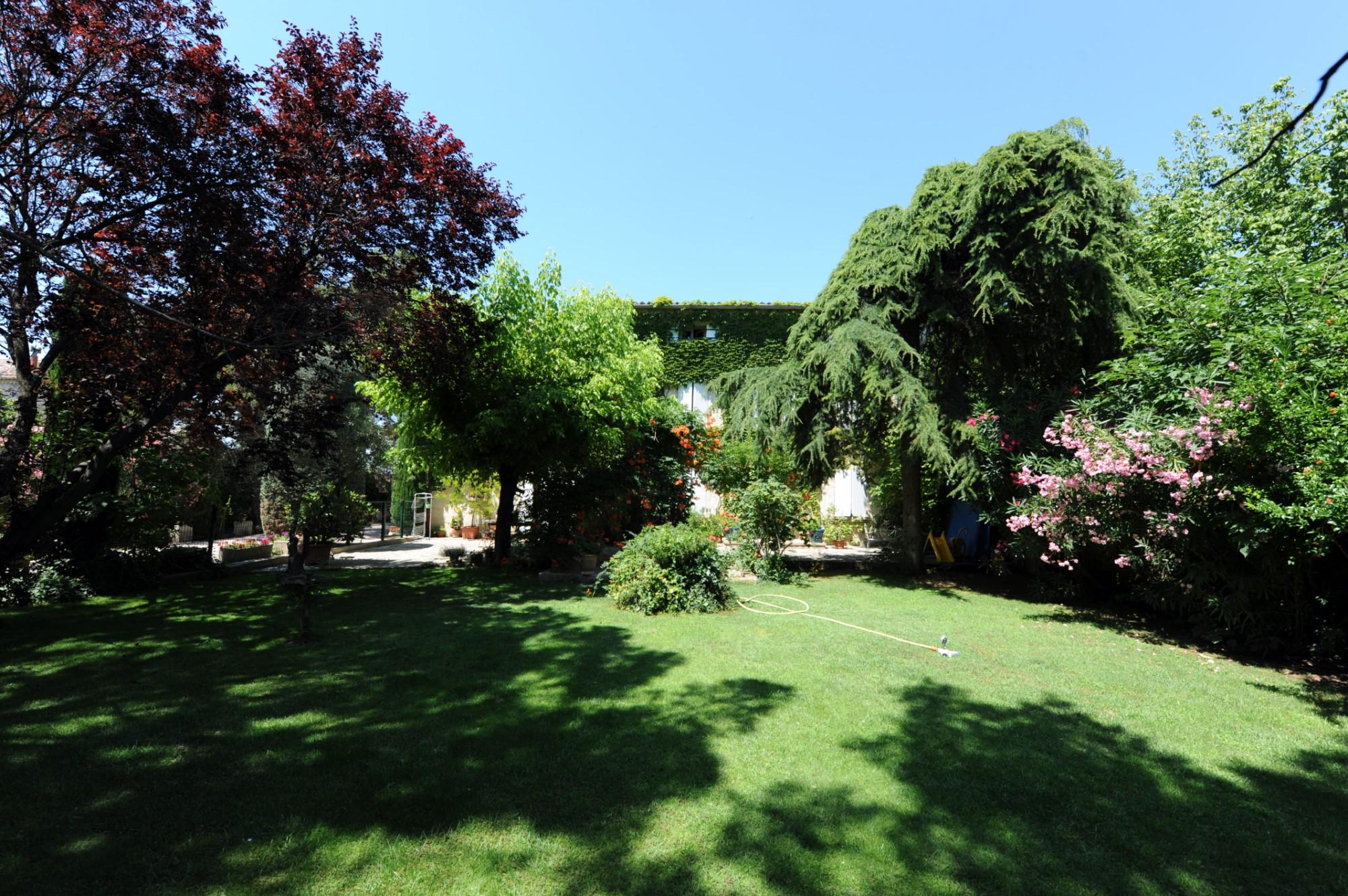 Mas et dépendances restaurés avec jardin à vendre à Pernes-les-Fontaines