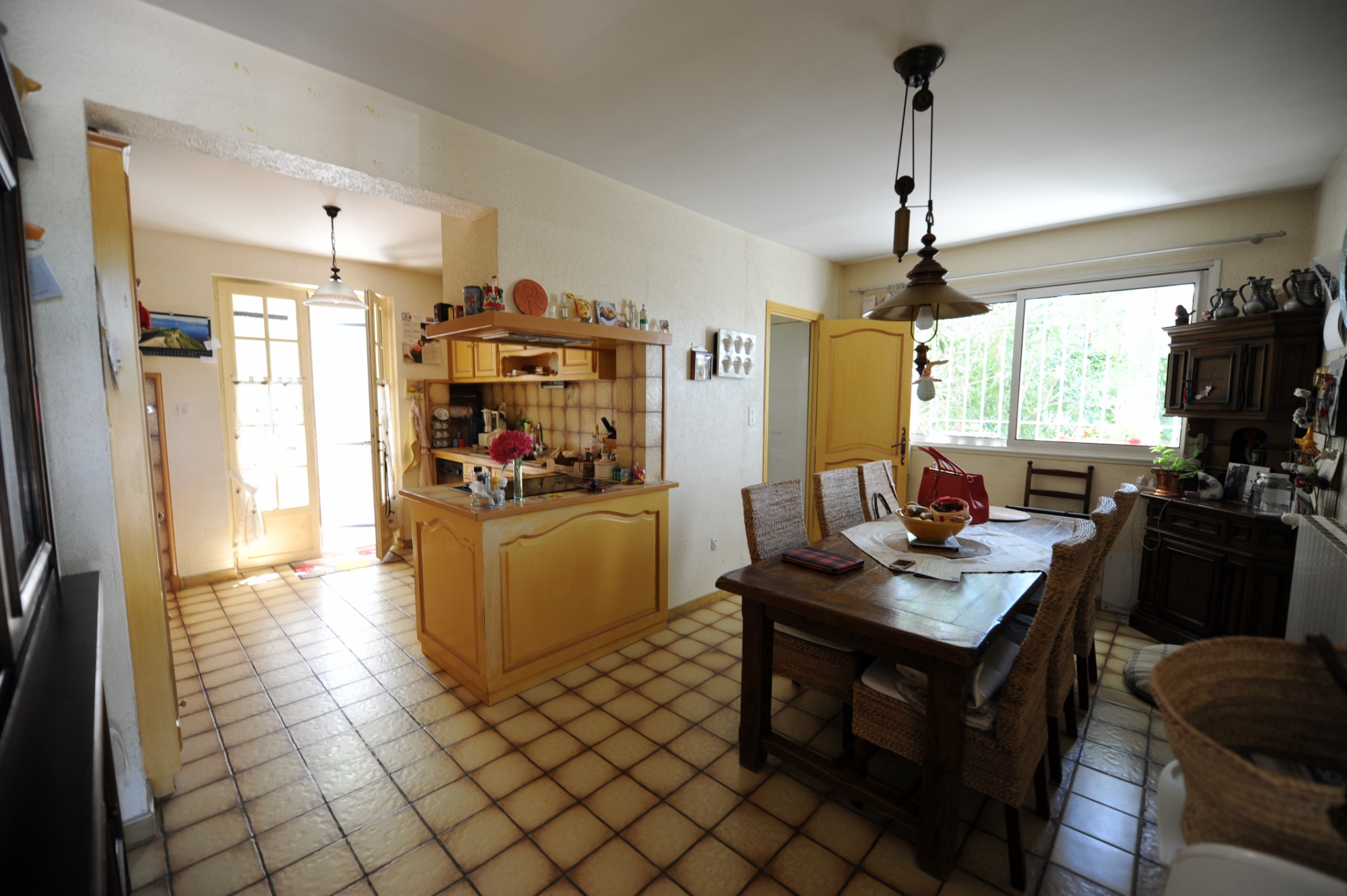 In the heart of Provence, renovated farmhouse for sale on more than 1500 sqm of land