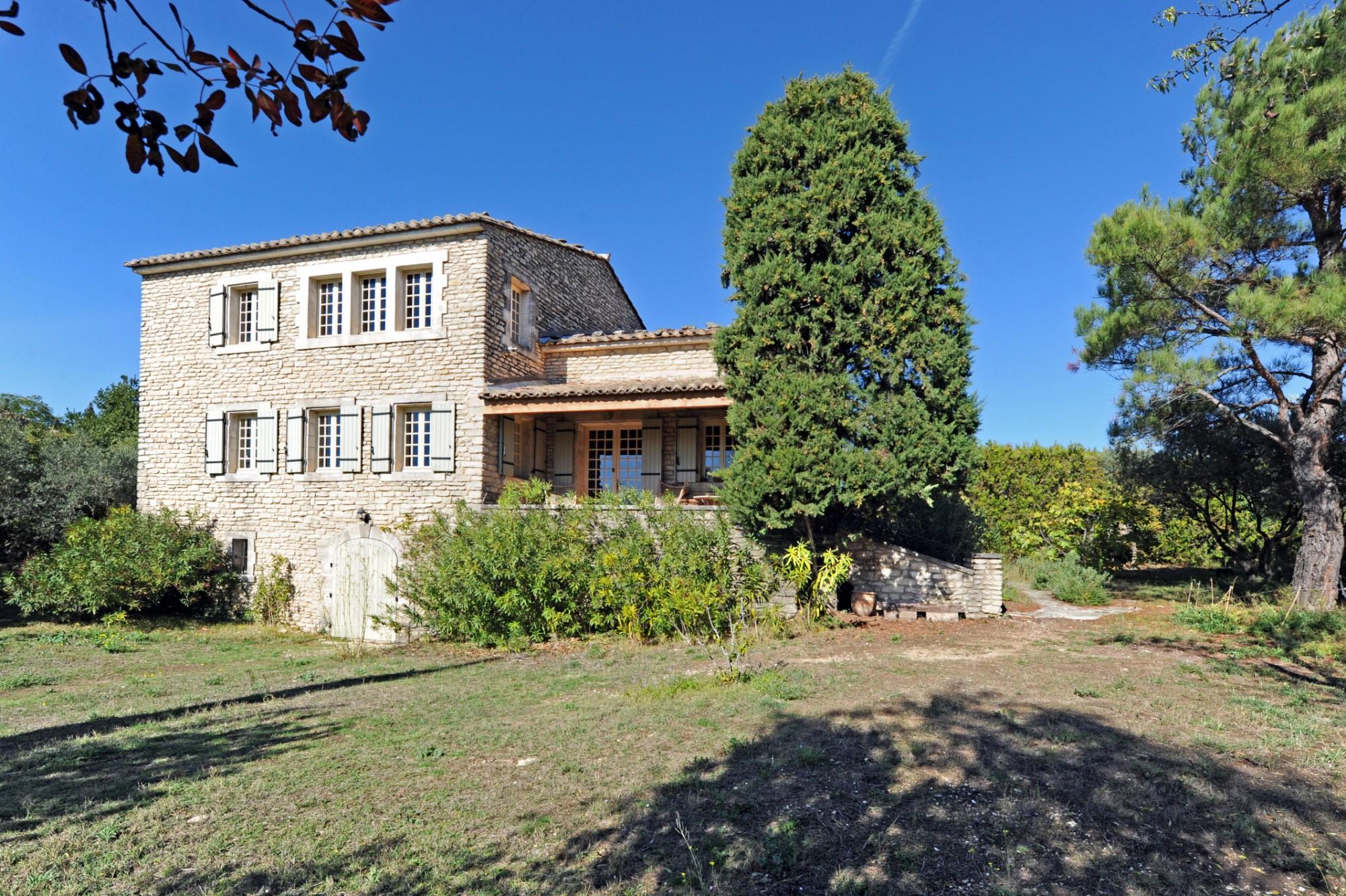 Propriété en pierre avec vue sur le Luberon à vendre