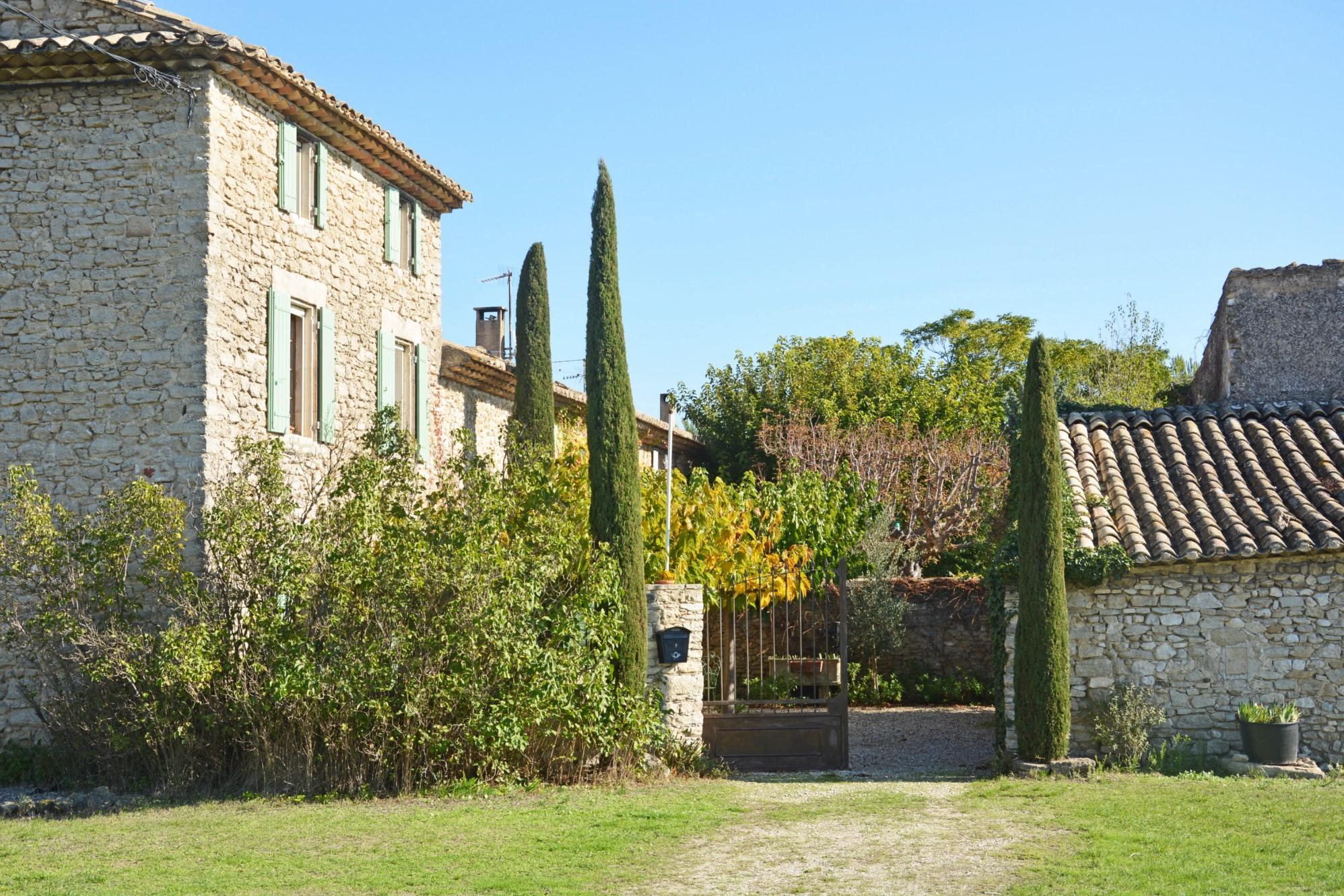 Propriété à vendre avec cours intérieure en Provence
