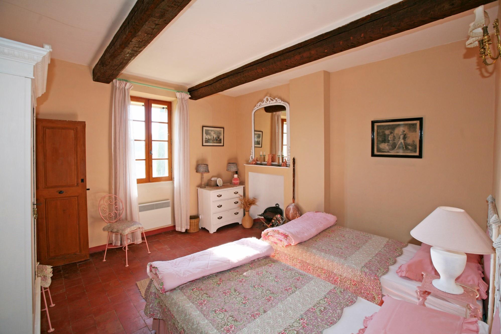 A vendre aux portes du Luberon, ancien corps de ferme de 1857