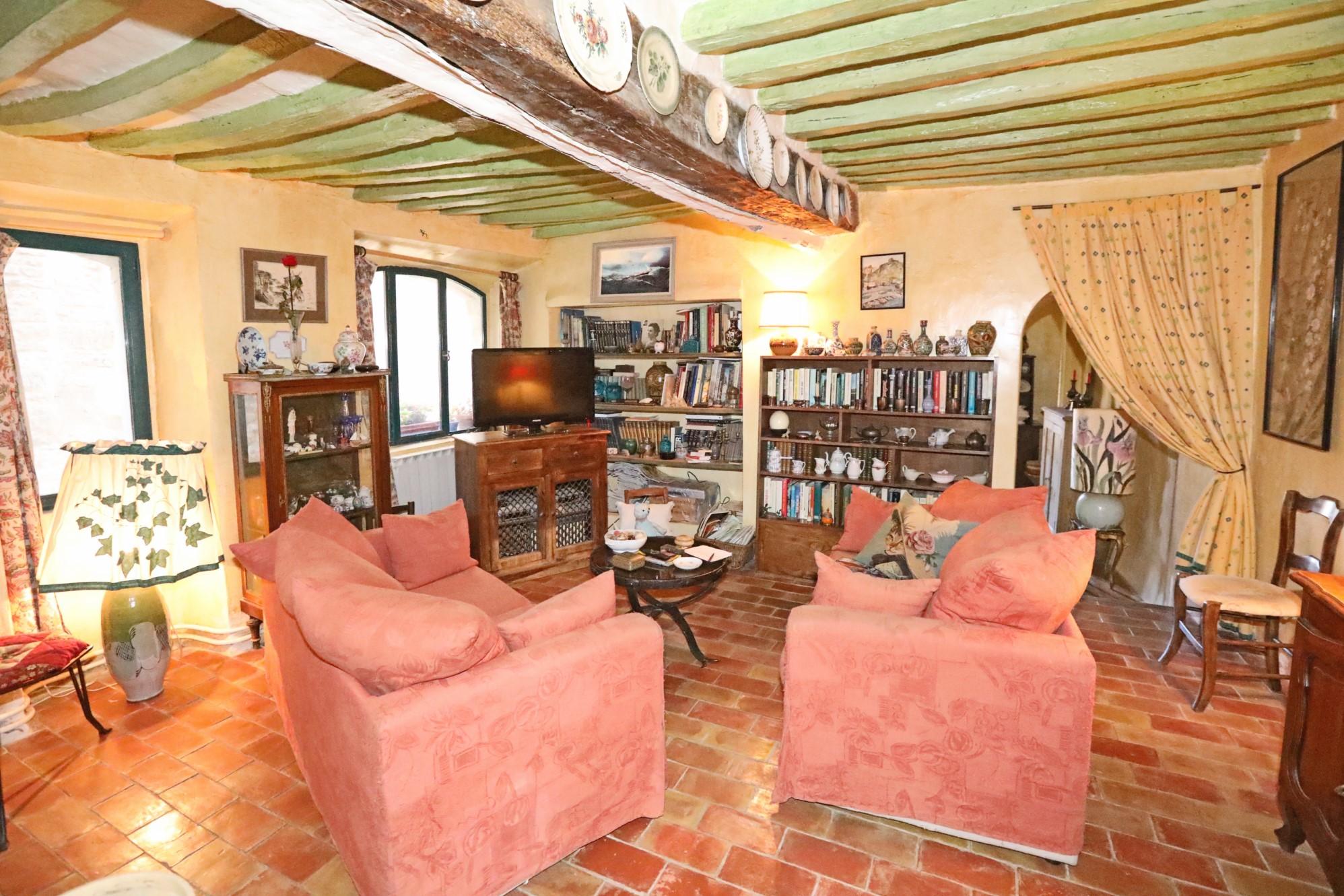 Maison avec restaurant en vente dans un très beau village du Luberon