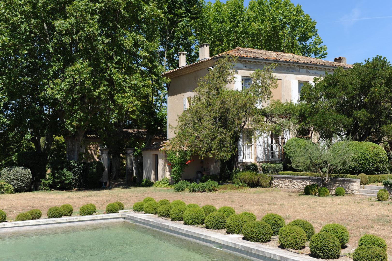 Belle propriété avec maison d'amis et piscine à vendre dans le Luberon