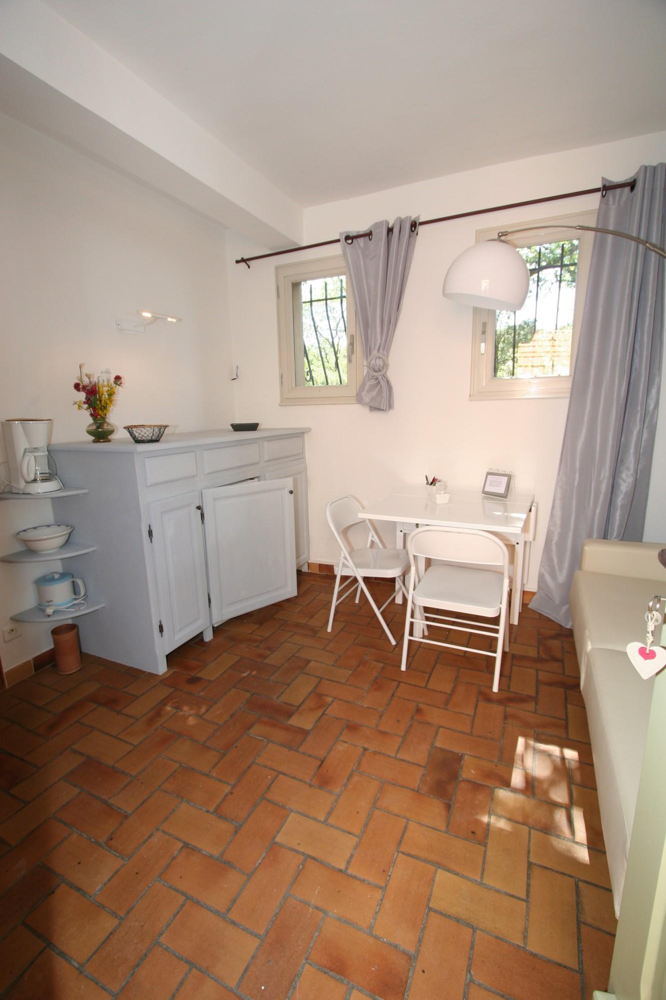 A vendre à Venasque, ferme spacieuse avec gîtes et chambres d'hôtes