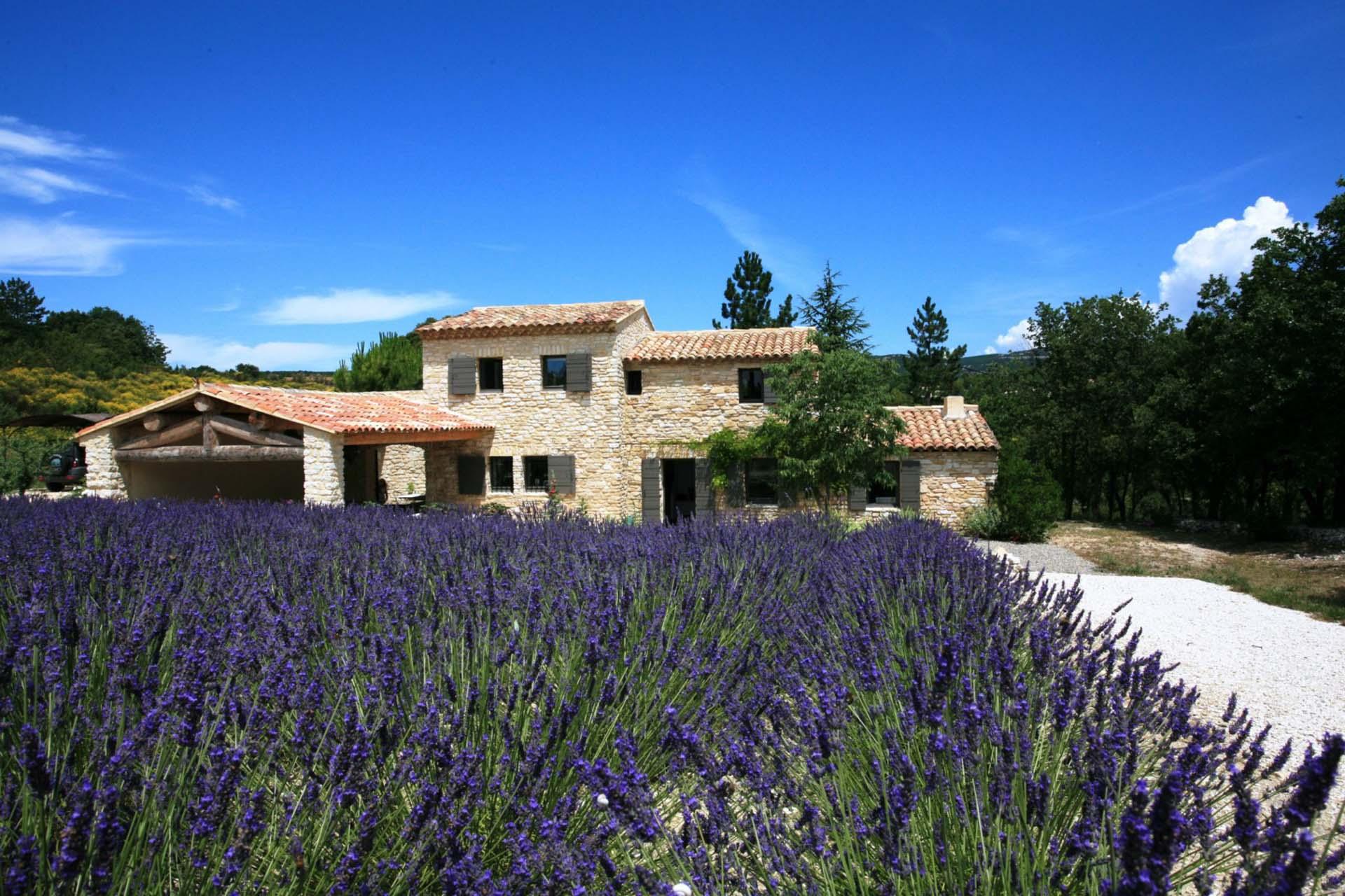 Maison en vente en Provence au millieu des lavandes