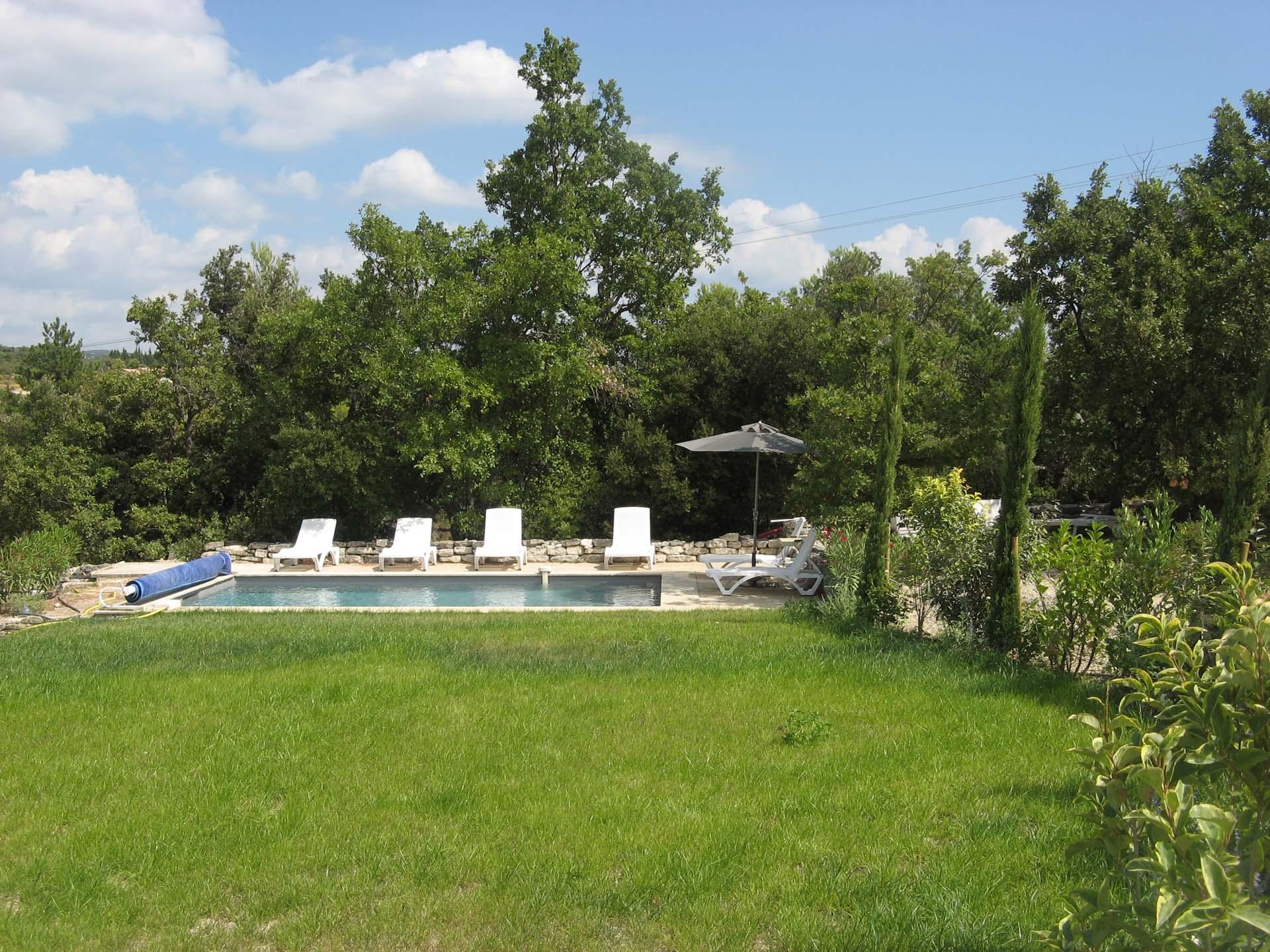 La piscine de la maison en vente à Murs 84220