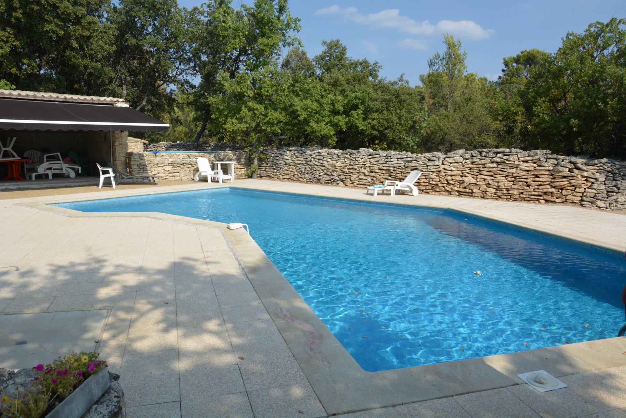 Bergerie rénovée avec piscine à vendre à Gordes