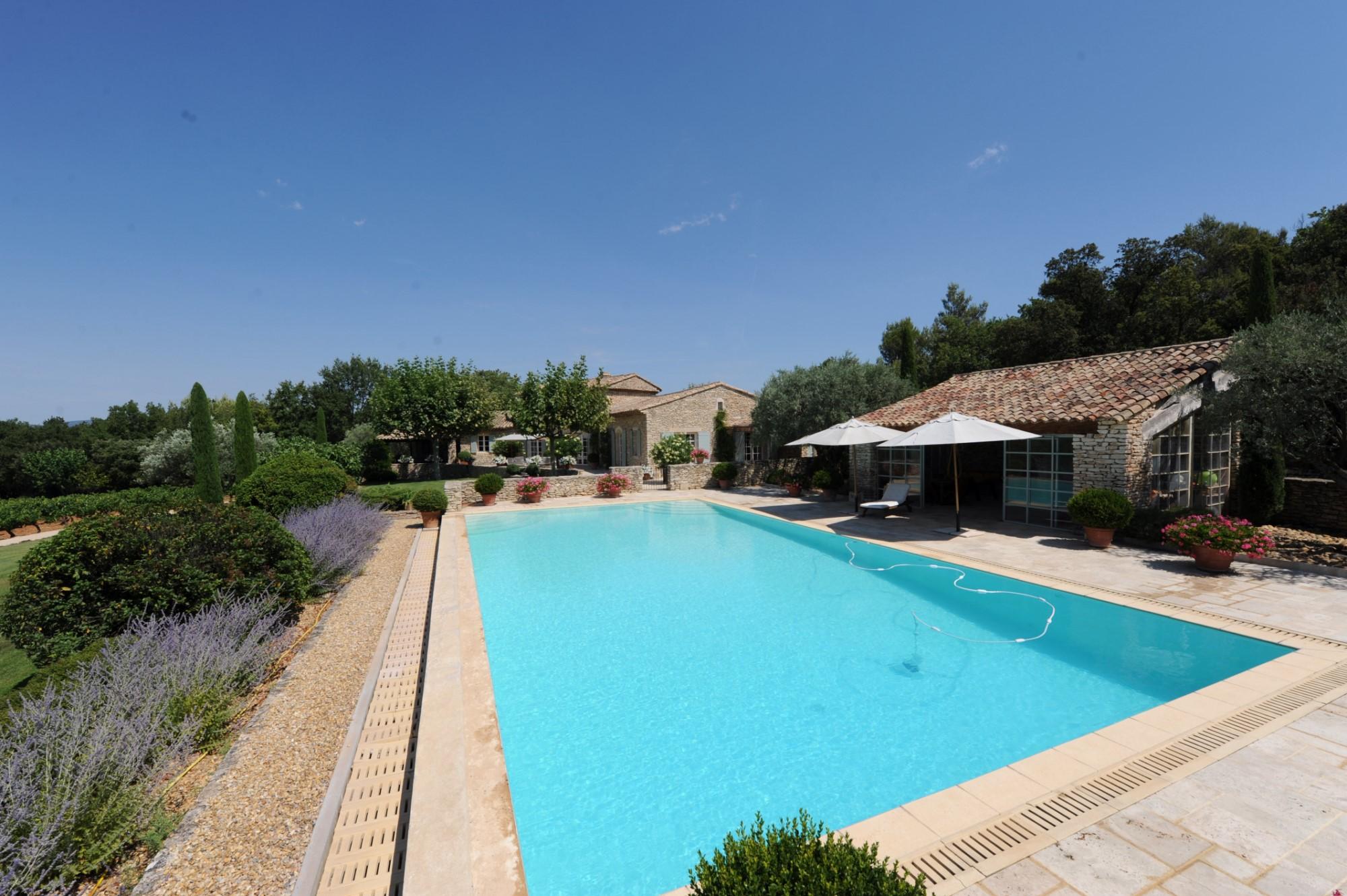 Propriété de prestige comprenant une maison principale et une maison d'amis à vendre dans le Luberon