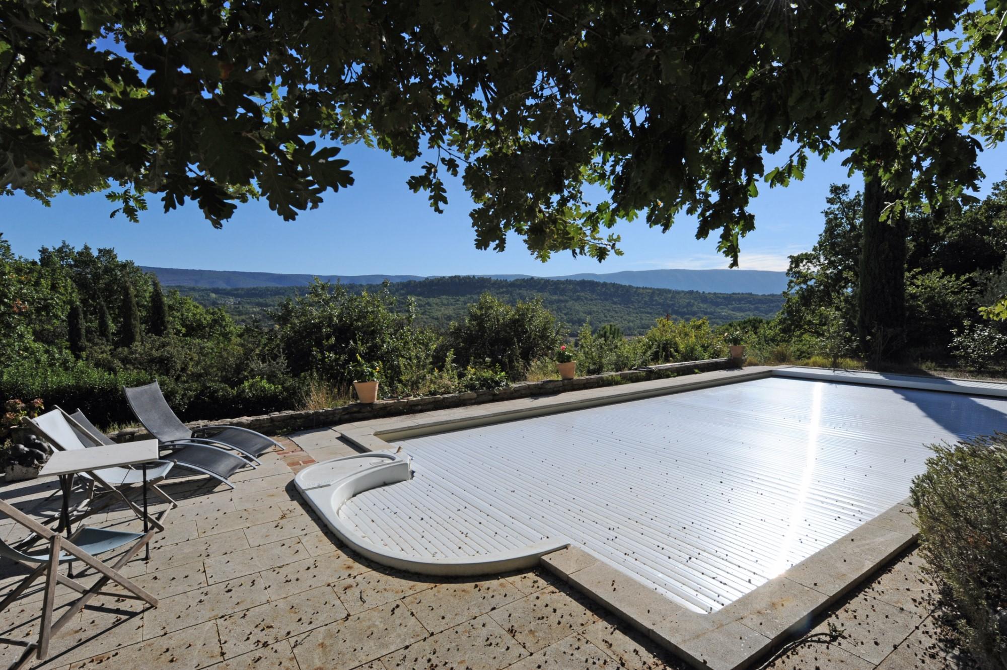 Bastide avec piscine et vue à vendre en Provence