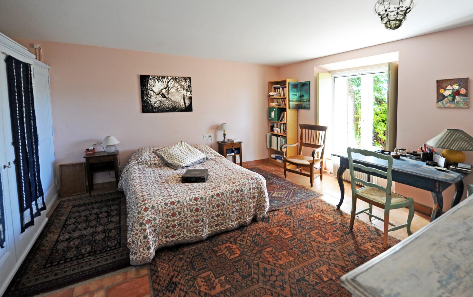 A vendre dans le Luberon, maison de village avec vues sur 2500 m² de terrain