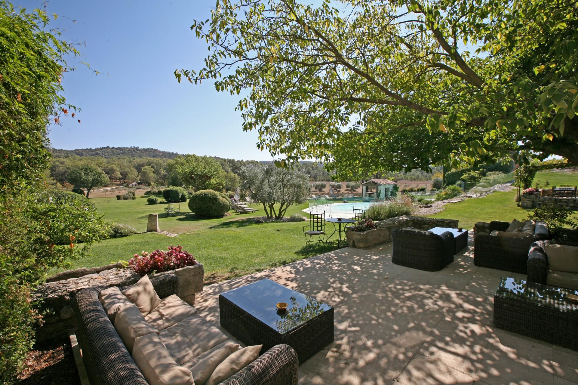 Chambres d'hôtes et restaurant à vendre par ROSIER dans les Alpilles