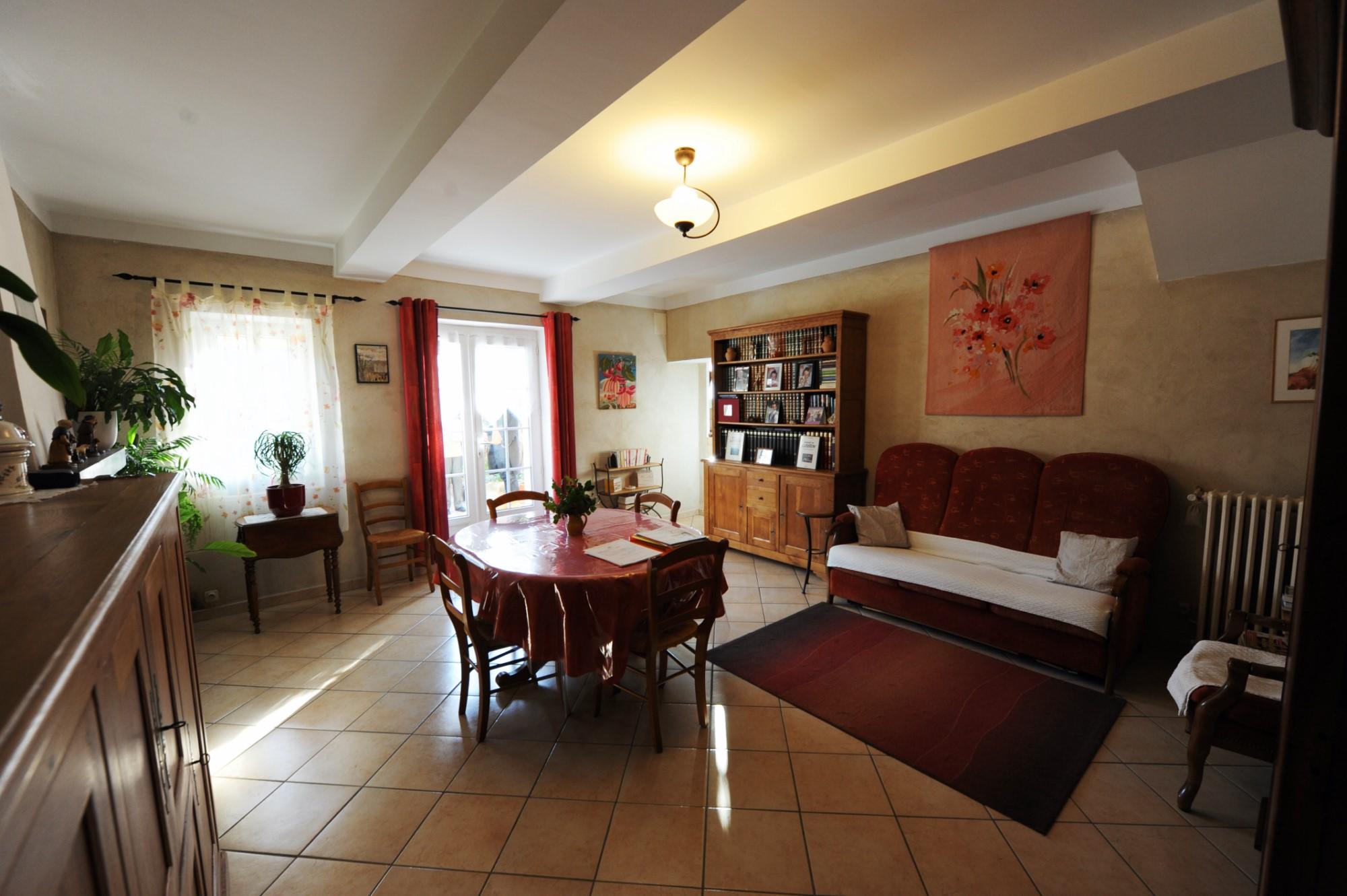 Maison de hameau avec belle vue à vendre au coeur du Luberon