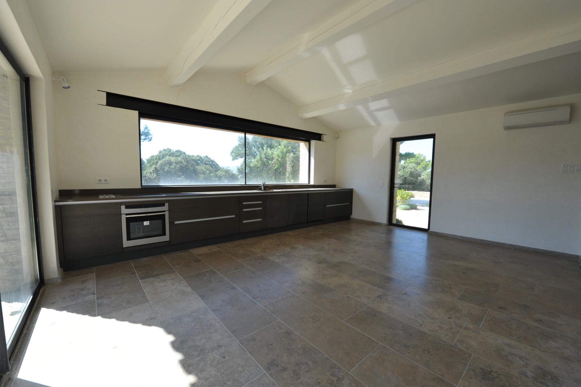 A vendre, Gordes, maison contemporaine avec piscine  dans un environnement protégé
