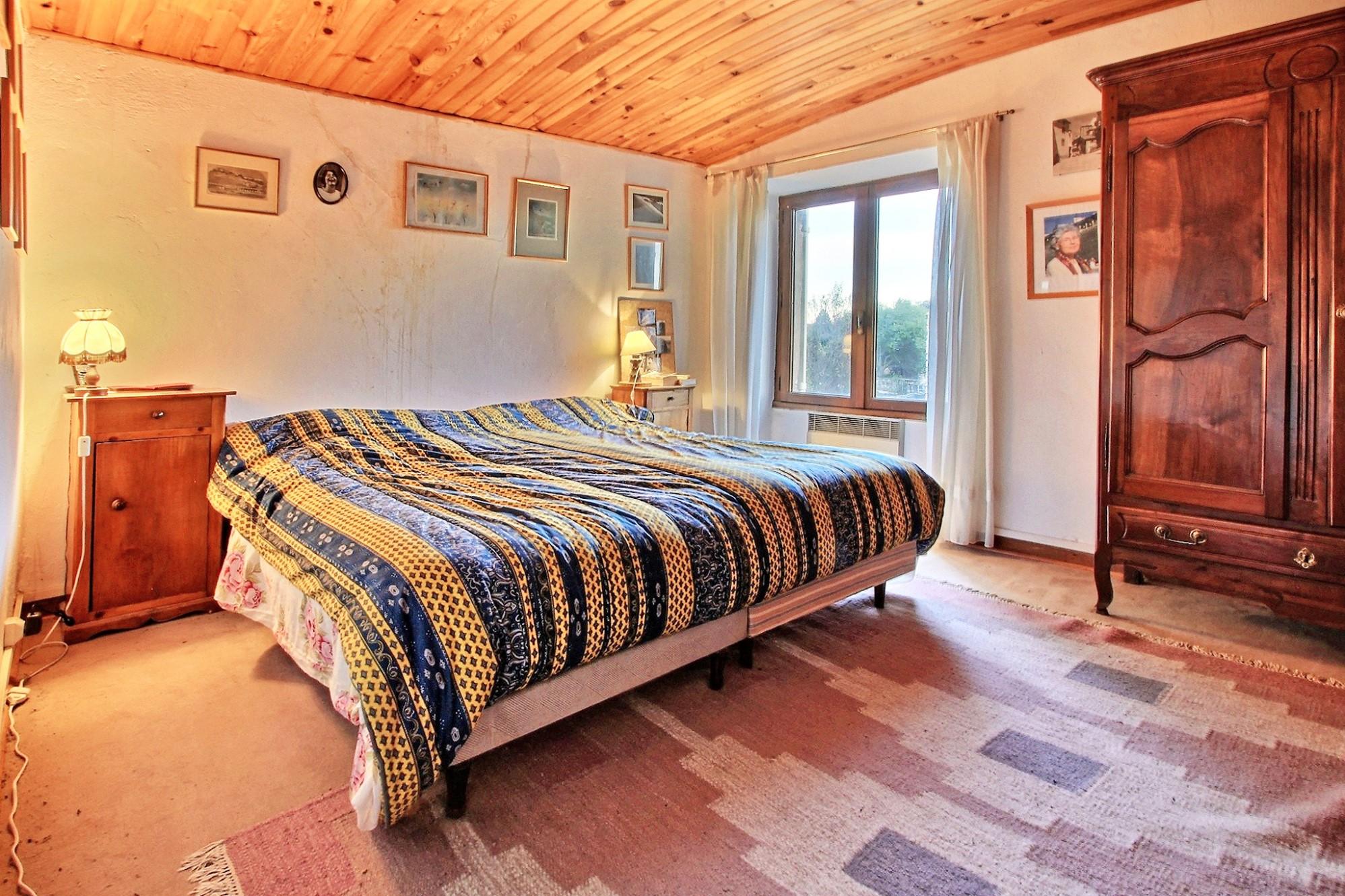 Maison de hameau en pierres avec 500 m² de jardin à vendre au coeur du Luberon