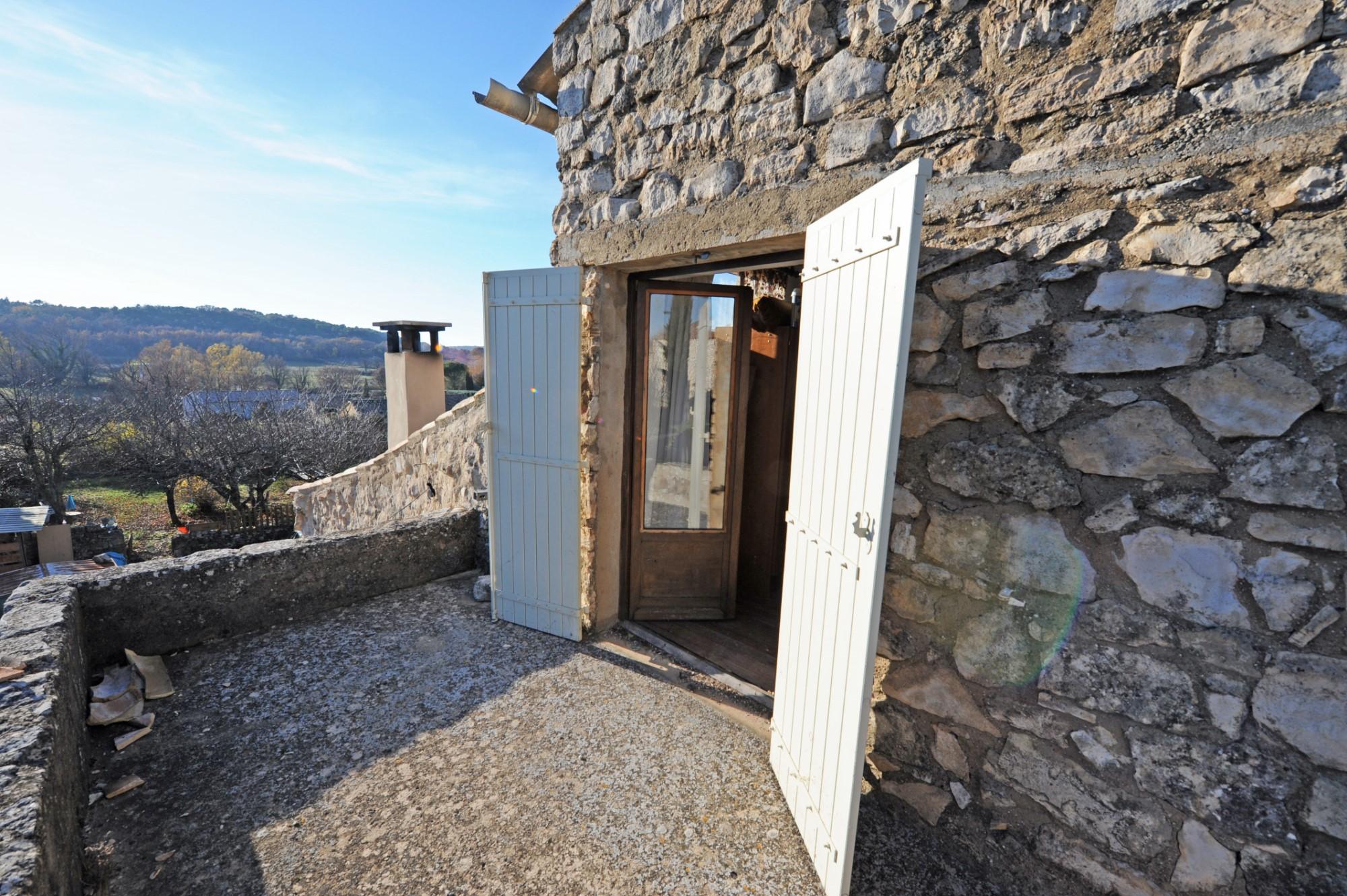 Maison de hameau avec terrasse à vendre