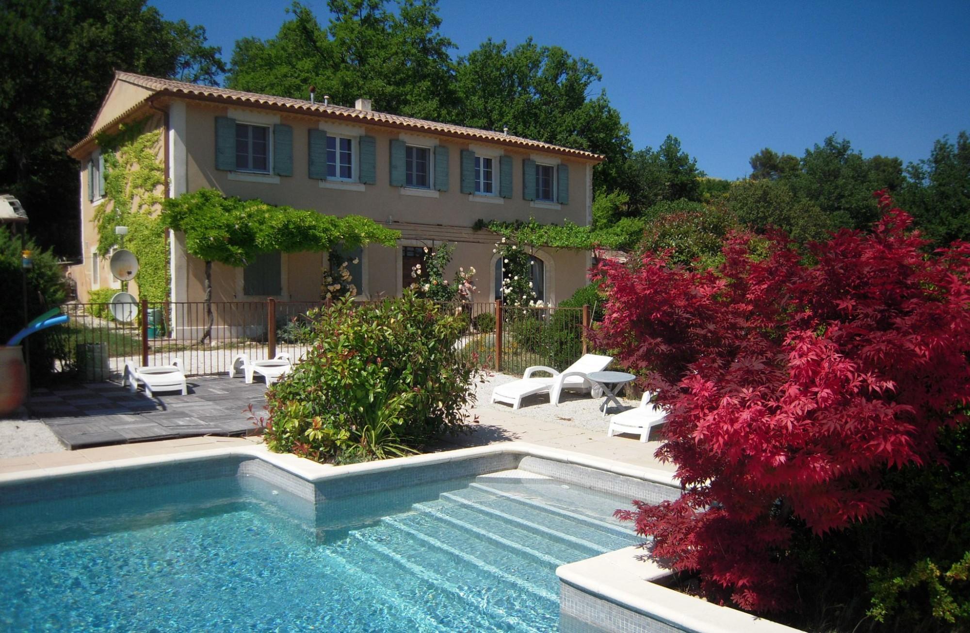 Bastide avec piscine et vue dominante en Provence