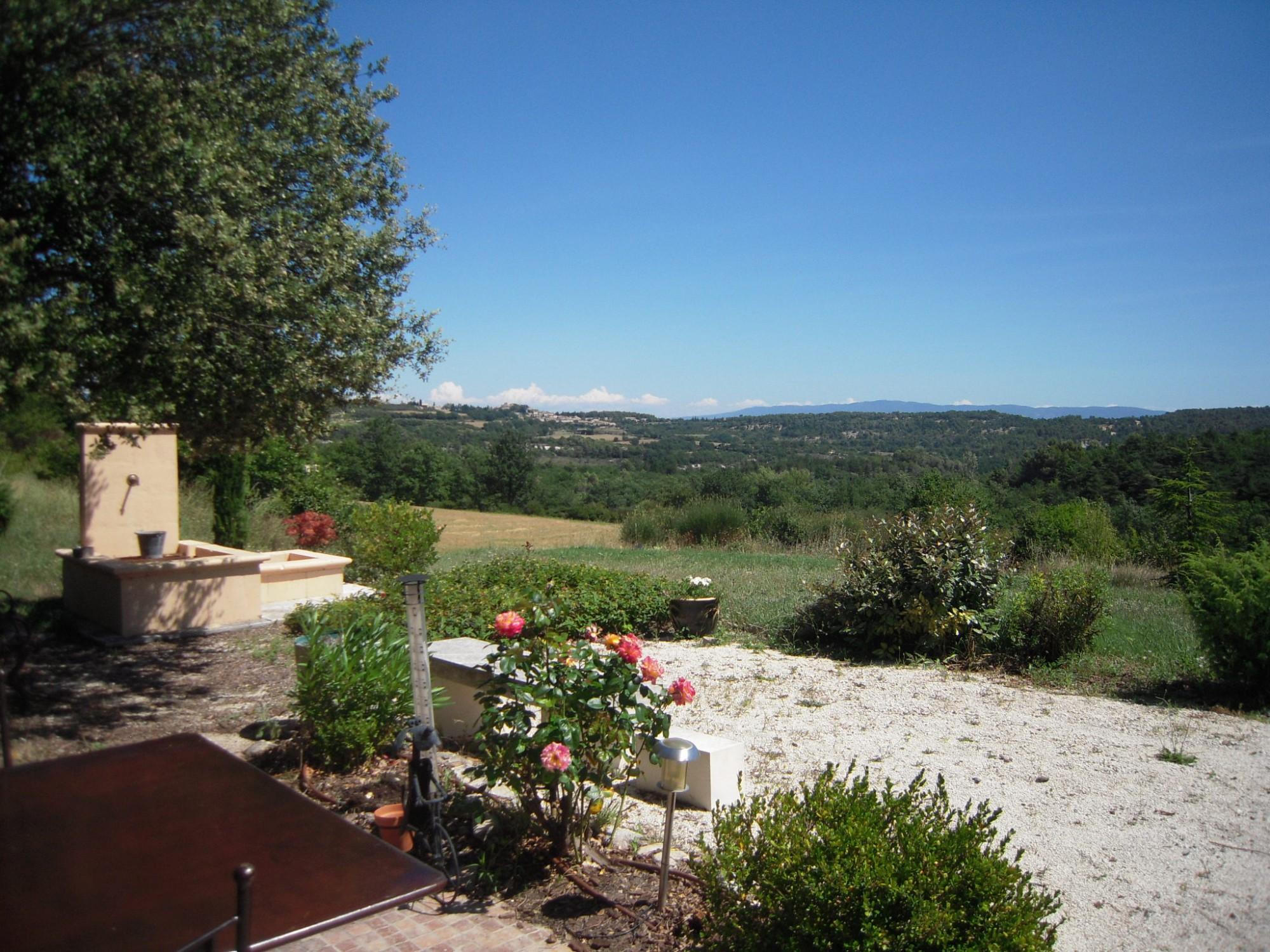A vendre en Provence, bastide avec dépendances et vue dominante sur le Luberon