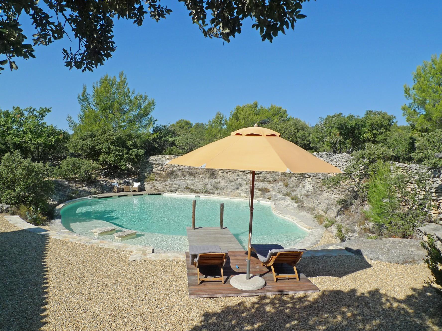 Luberon, en vente, propriété exceptionnelle, sur un hectare avec piscine/bassin et vue