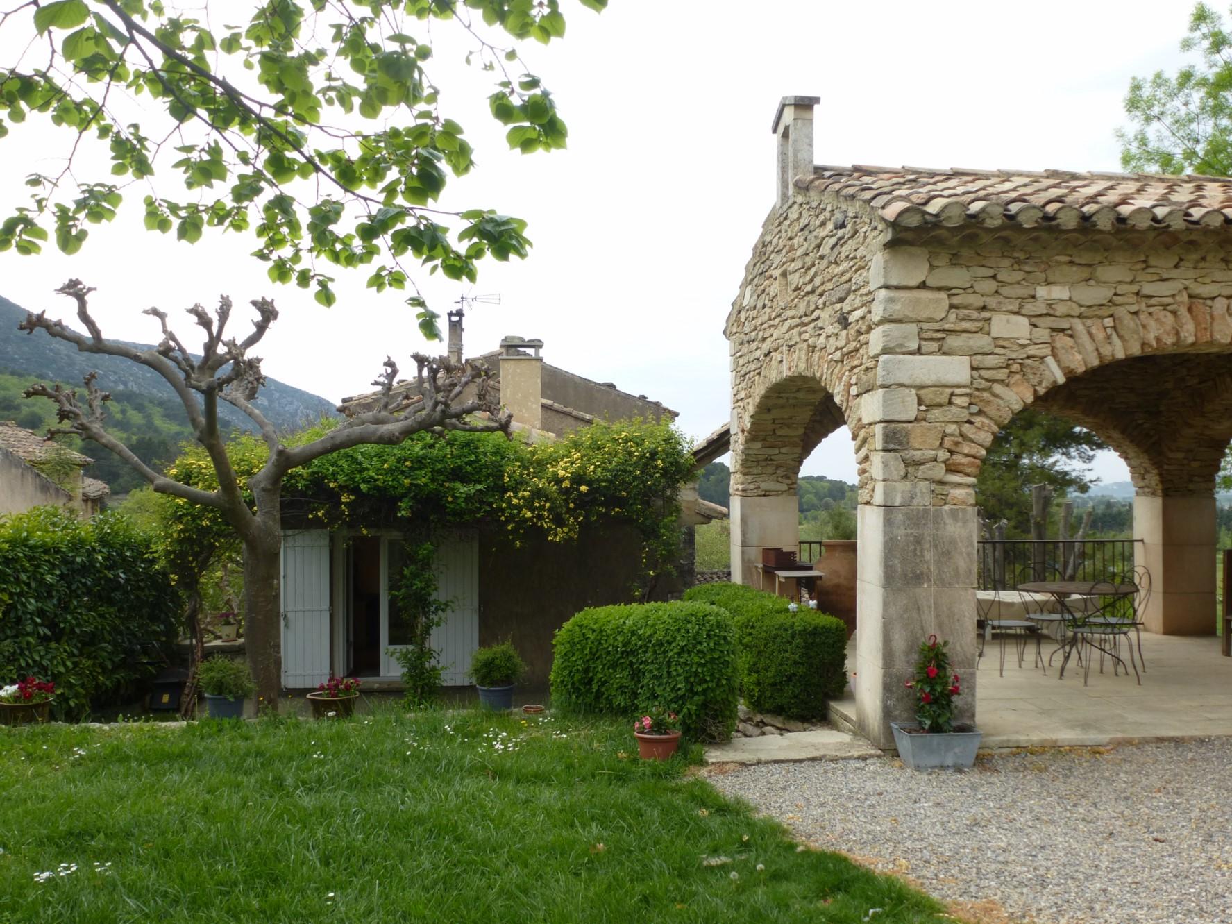 Maison de hameau avec jardin en Luberon