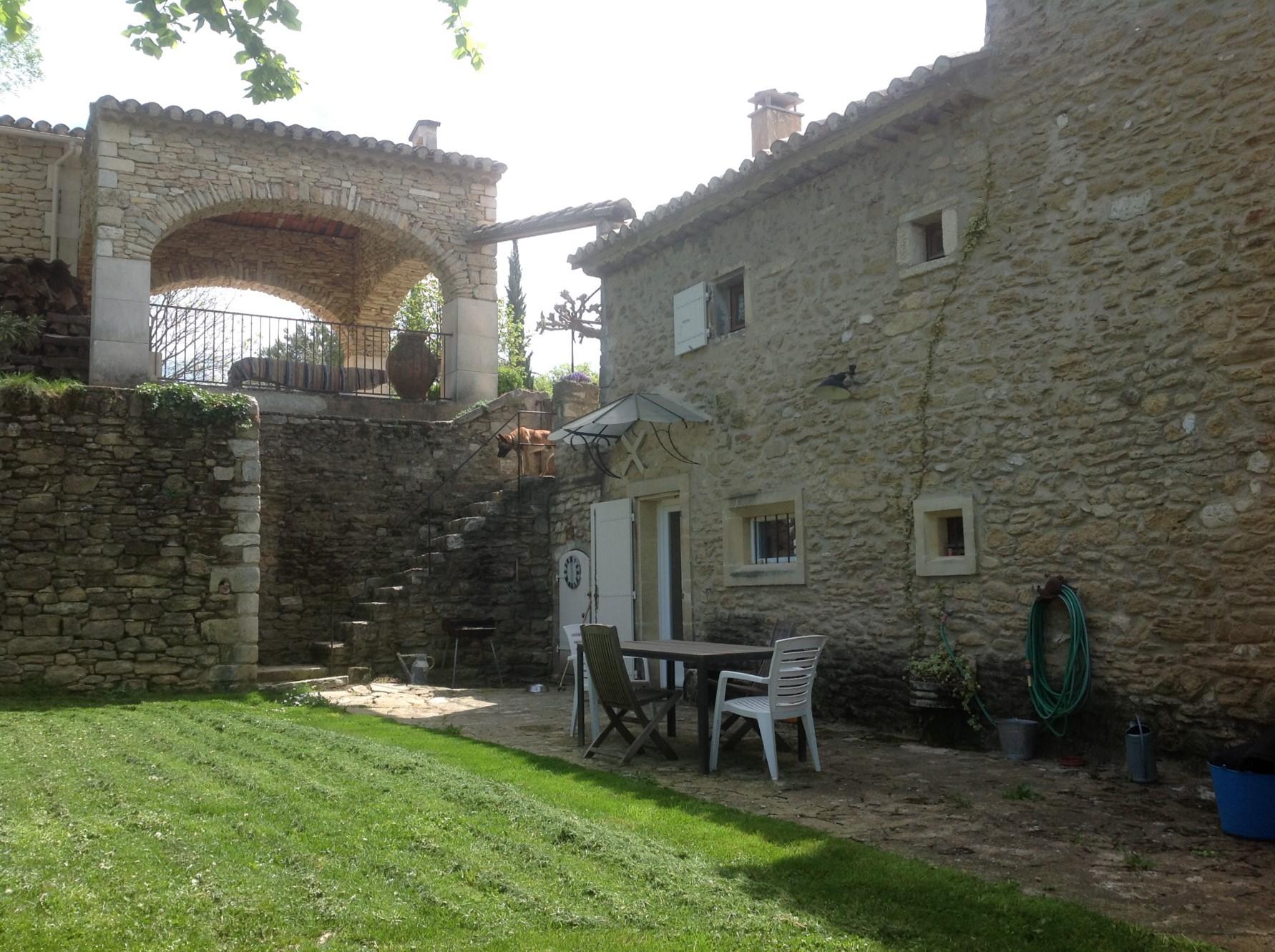 Maison de hameau au calme en Provence