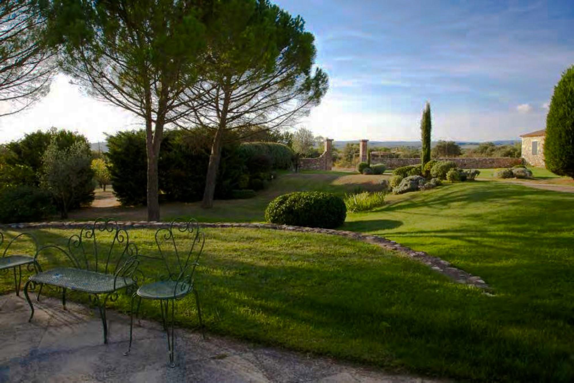 A vendre, superbe propriété face aux villages perchés du Luberon