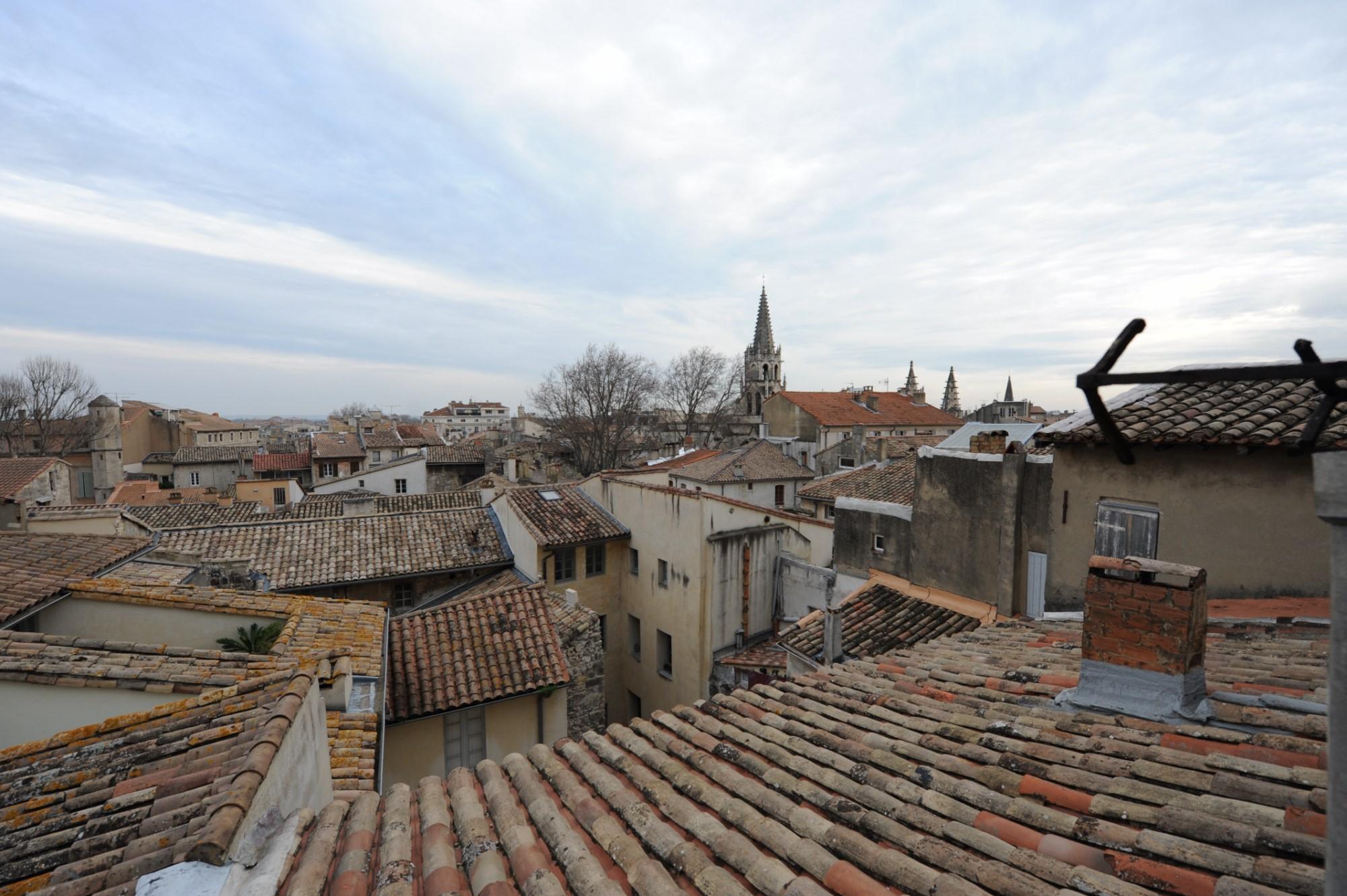 Avignon Intra-Muros, Hôtel particulier du XIVème siècle à vendre