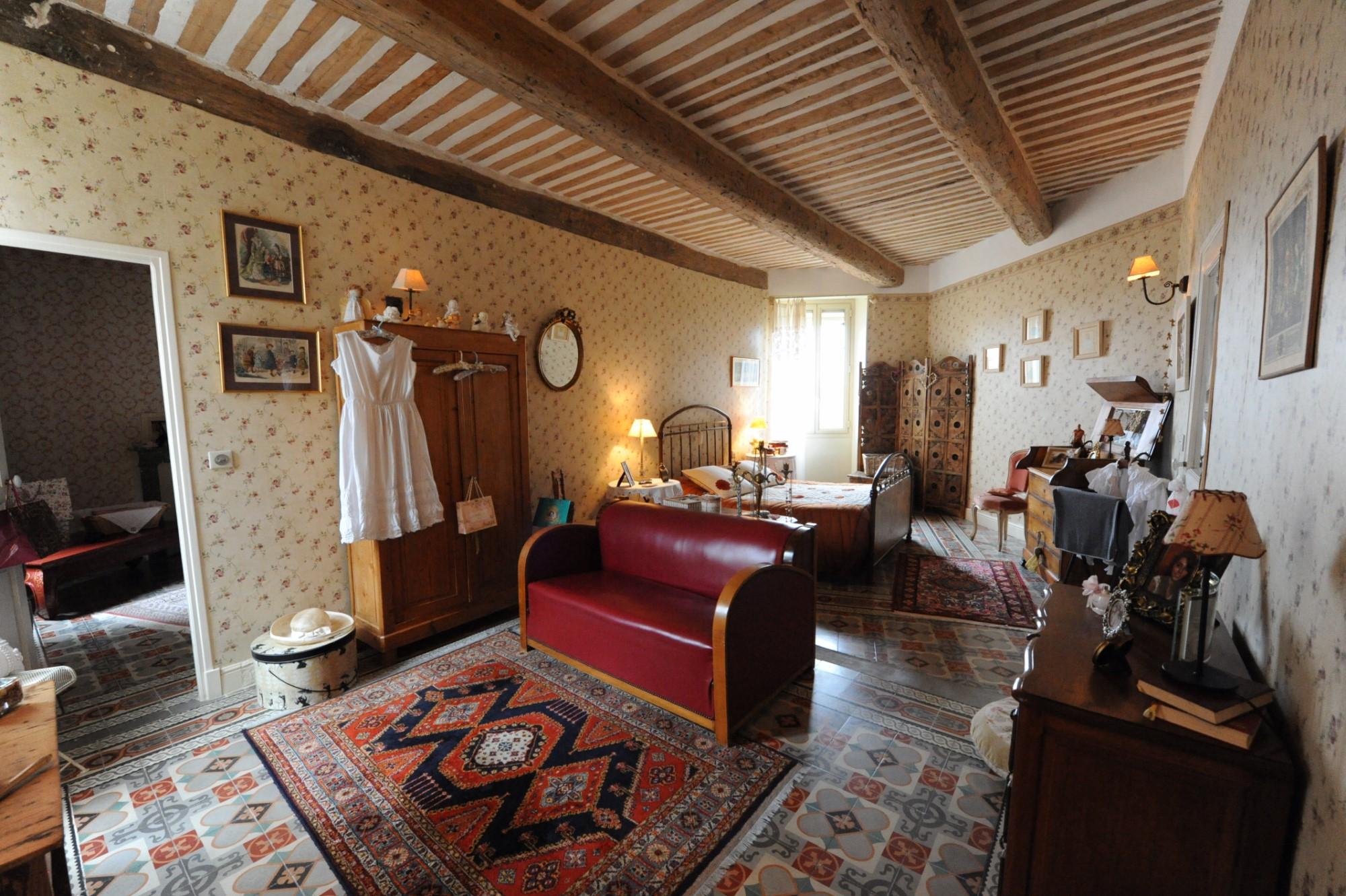 Rare propriété de village, rénovée, au cœur de Châteauneuf-du-Pape