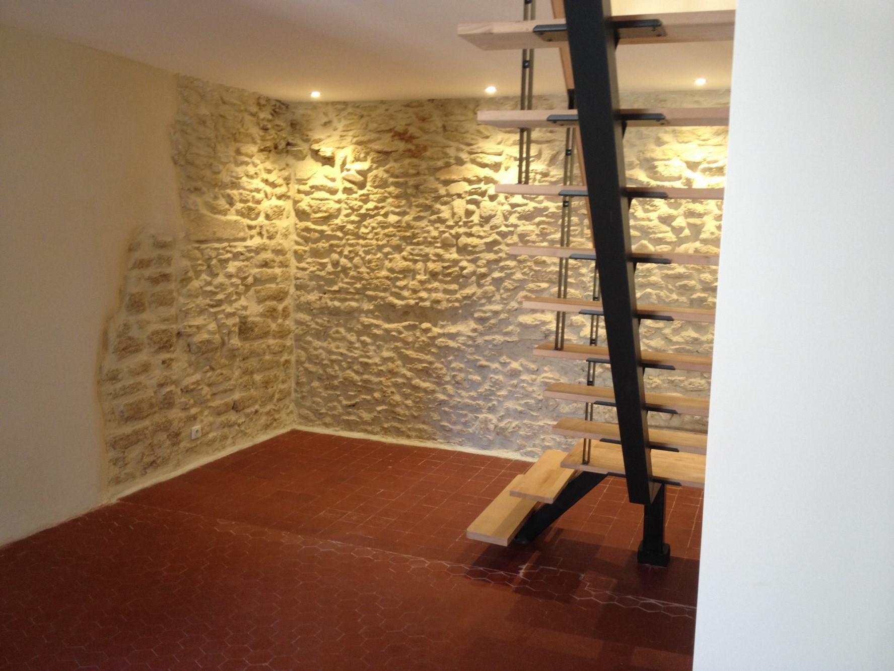 Maison de village rénovée à vendre au cœur de Châteauneuf-du-Pape