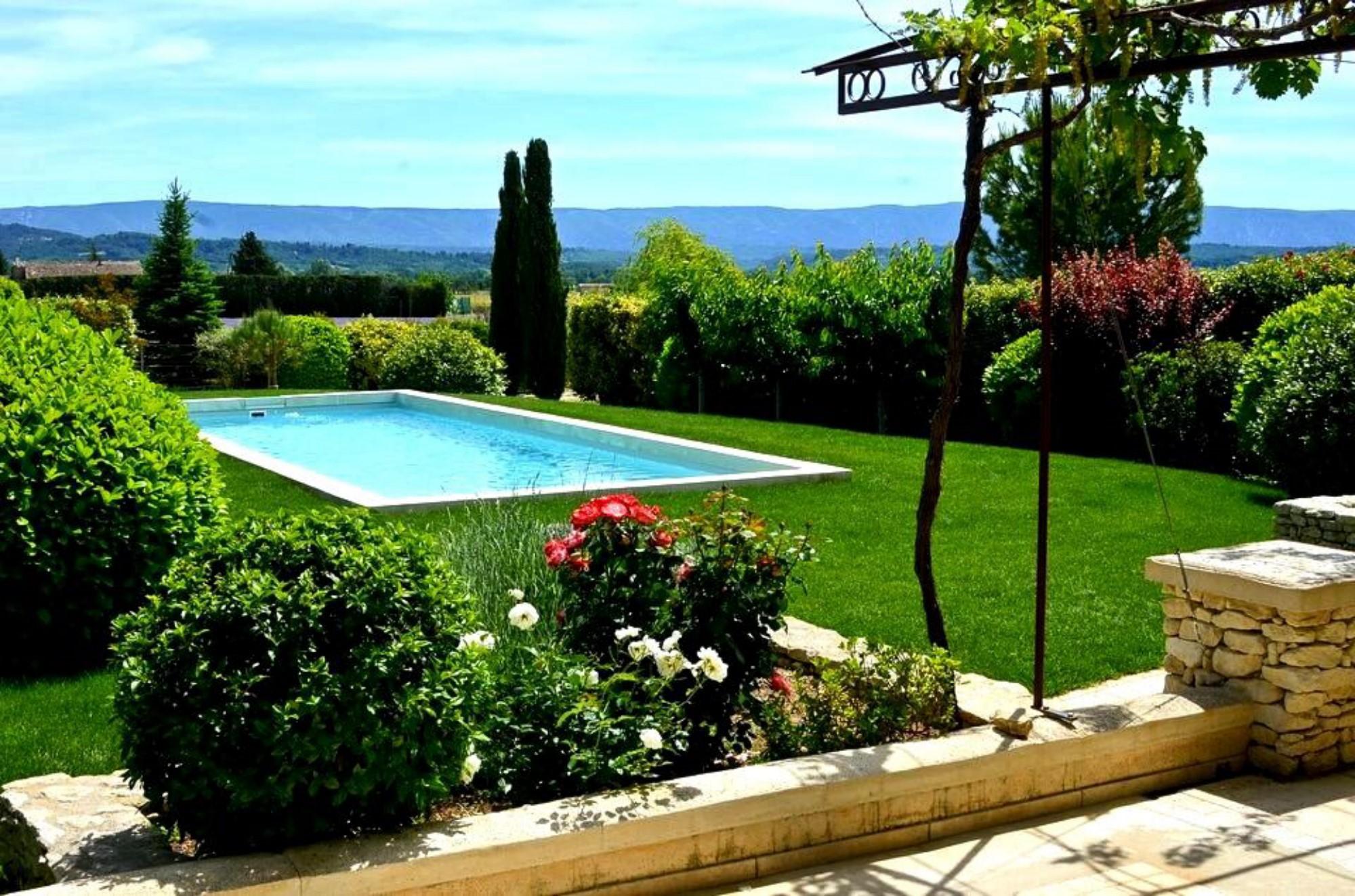 Hameau privé avec maisons et piscines à vendre en Provence
