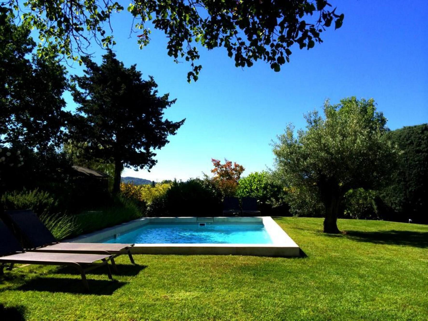 Hameau privé avec maisons et piscines à vendre en Luberon