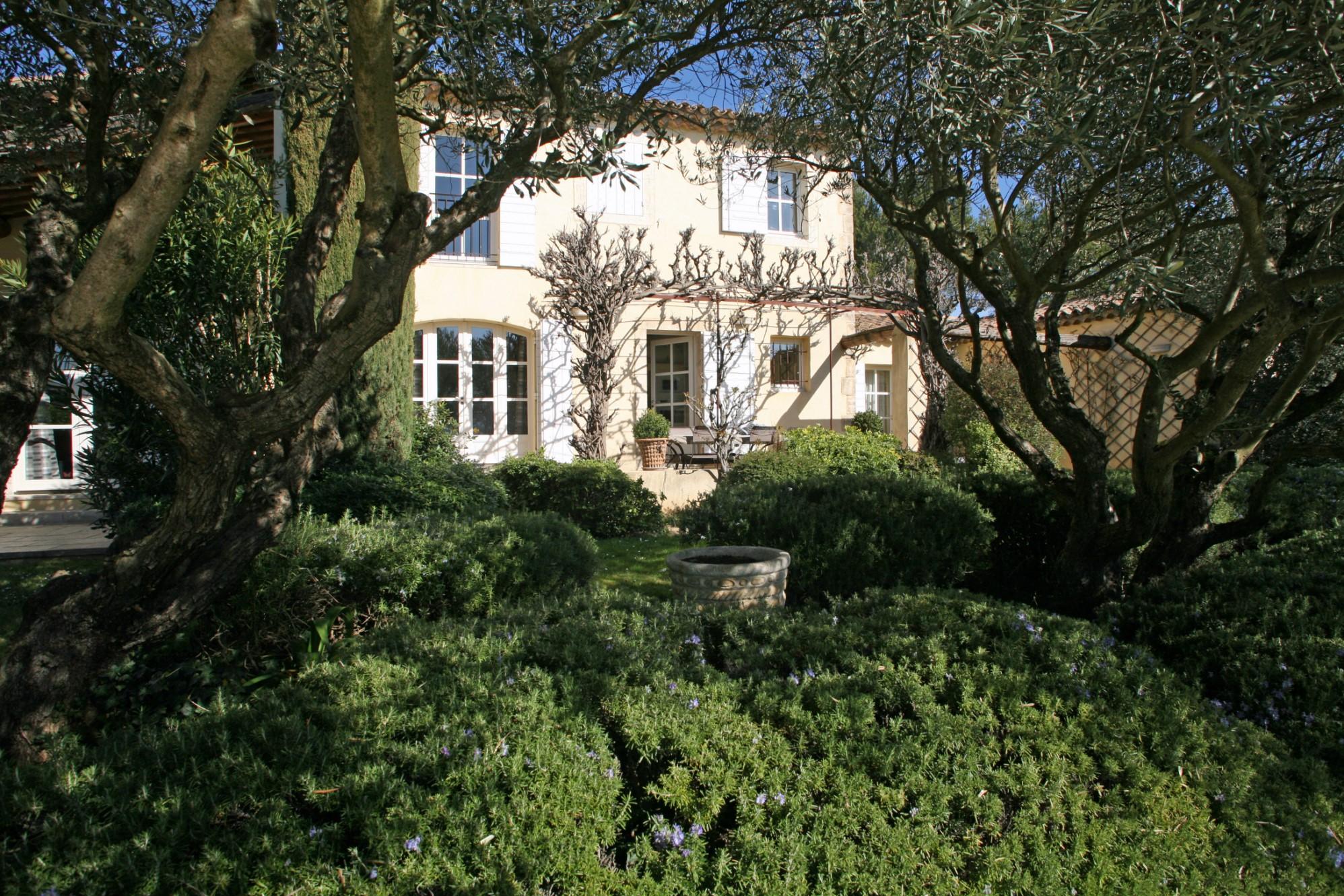 Belle maison de village avec piscine au cœur du Luberon