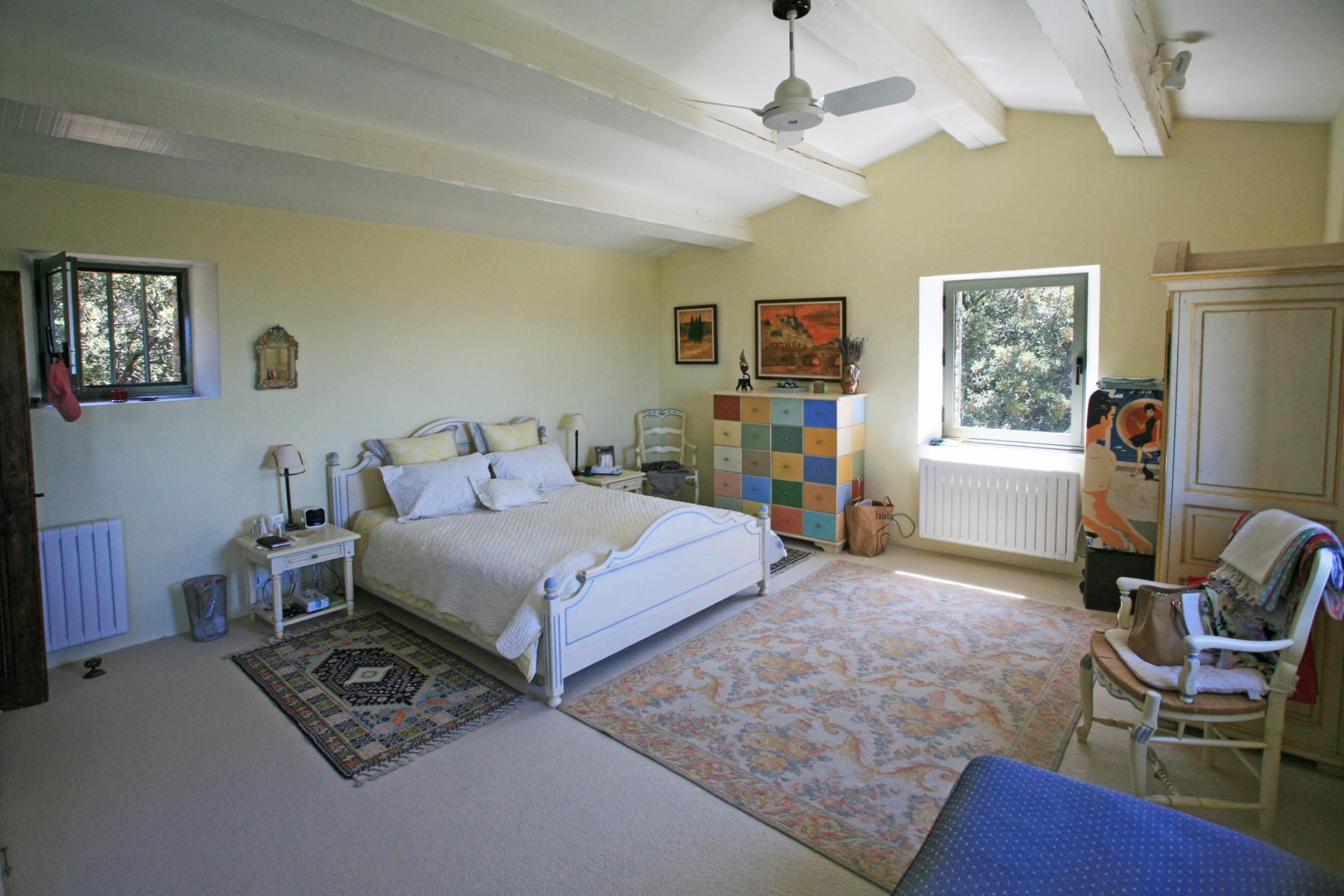 Superbe propriété de 2 maisons avec piscine et tennis à vendre au cœur du Luberon