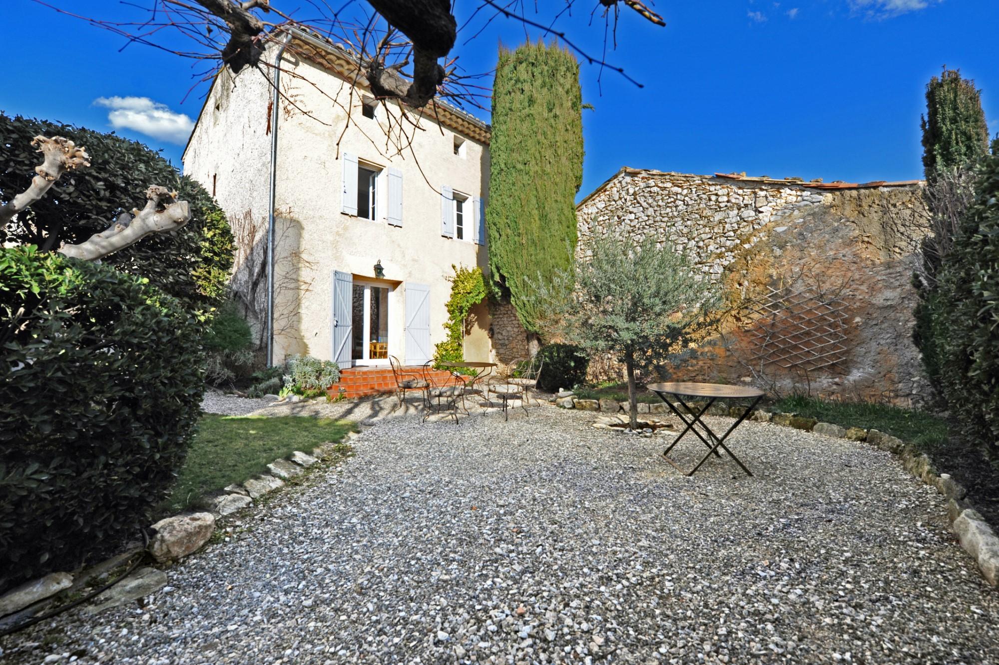 Maison de hameau avec jardin en Provence