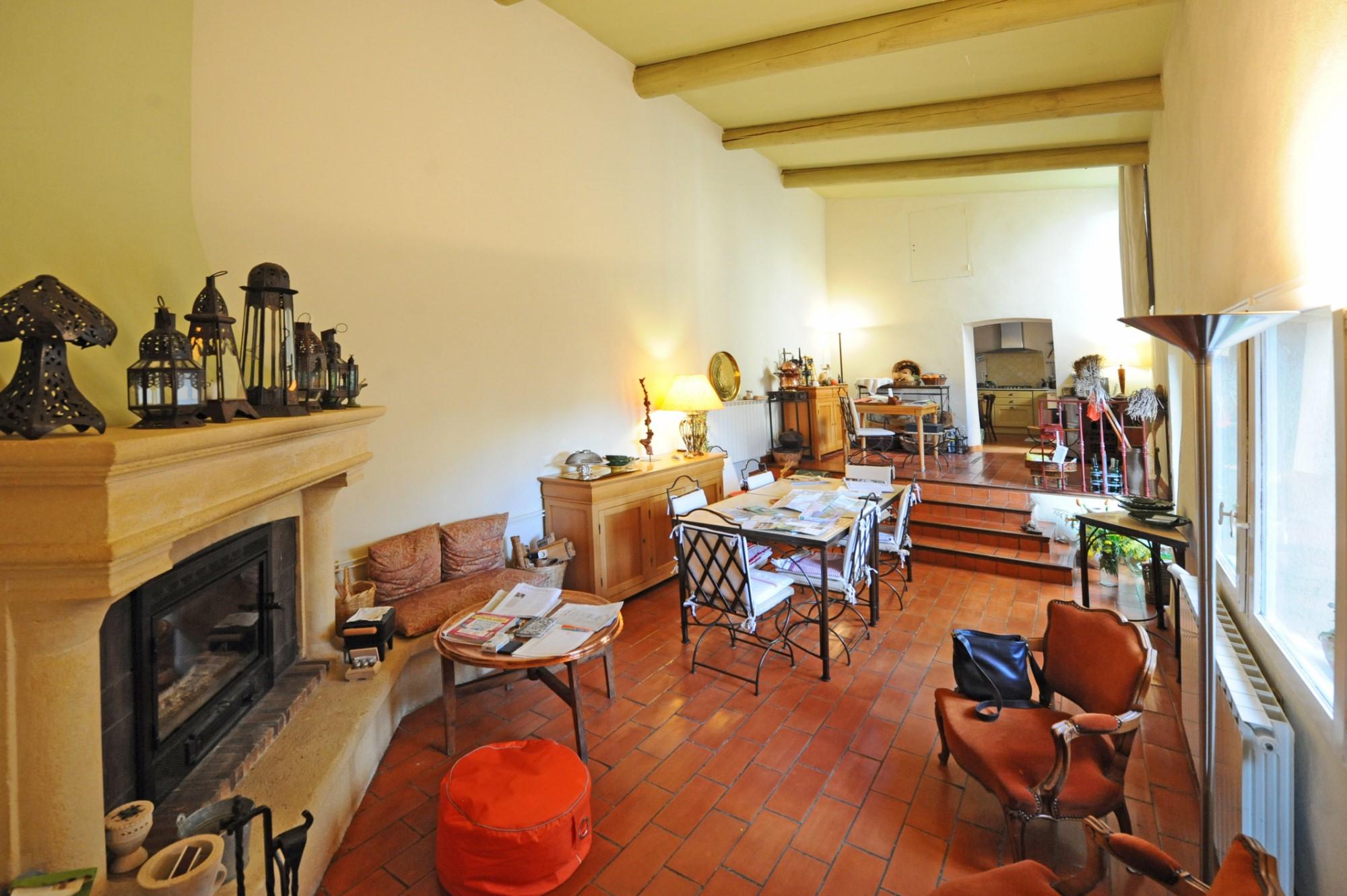 A vendre dans le Luberon, maison de hameau avec jardin